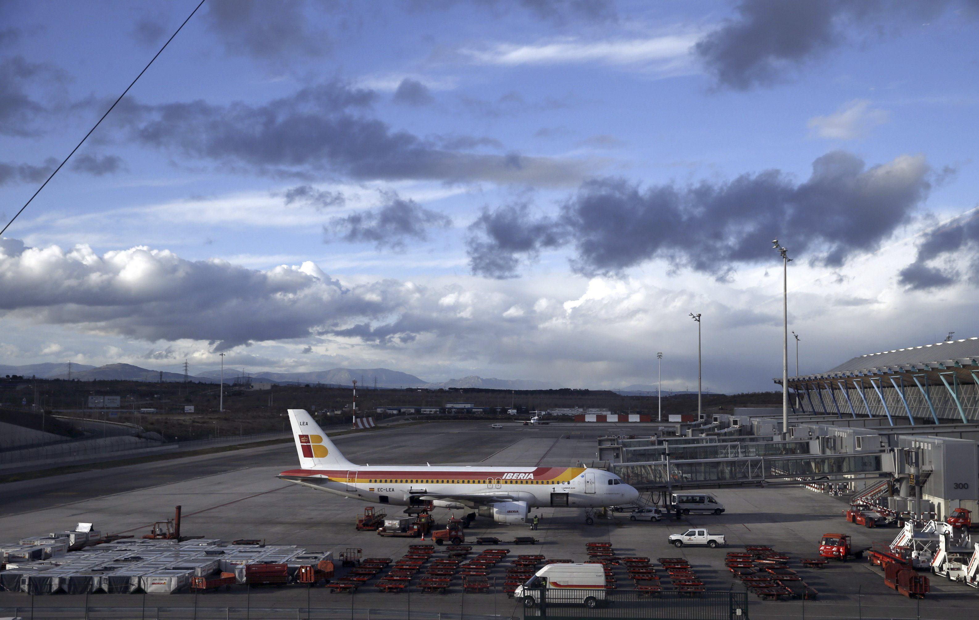 Iberia pospone su «subasta» de vuelos tras colapsarse la web