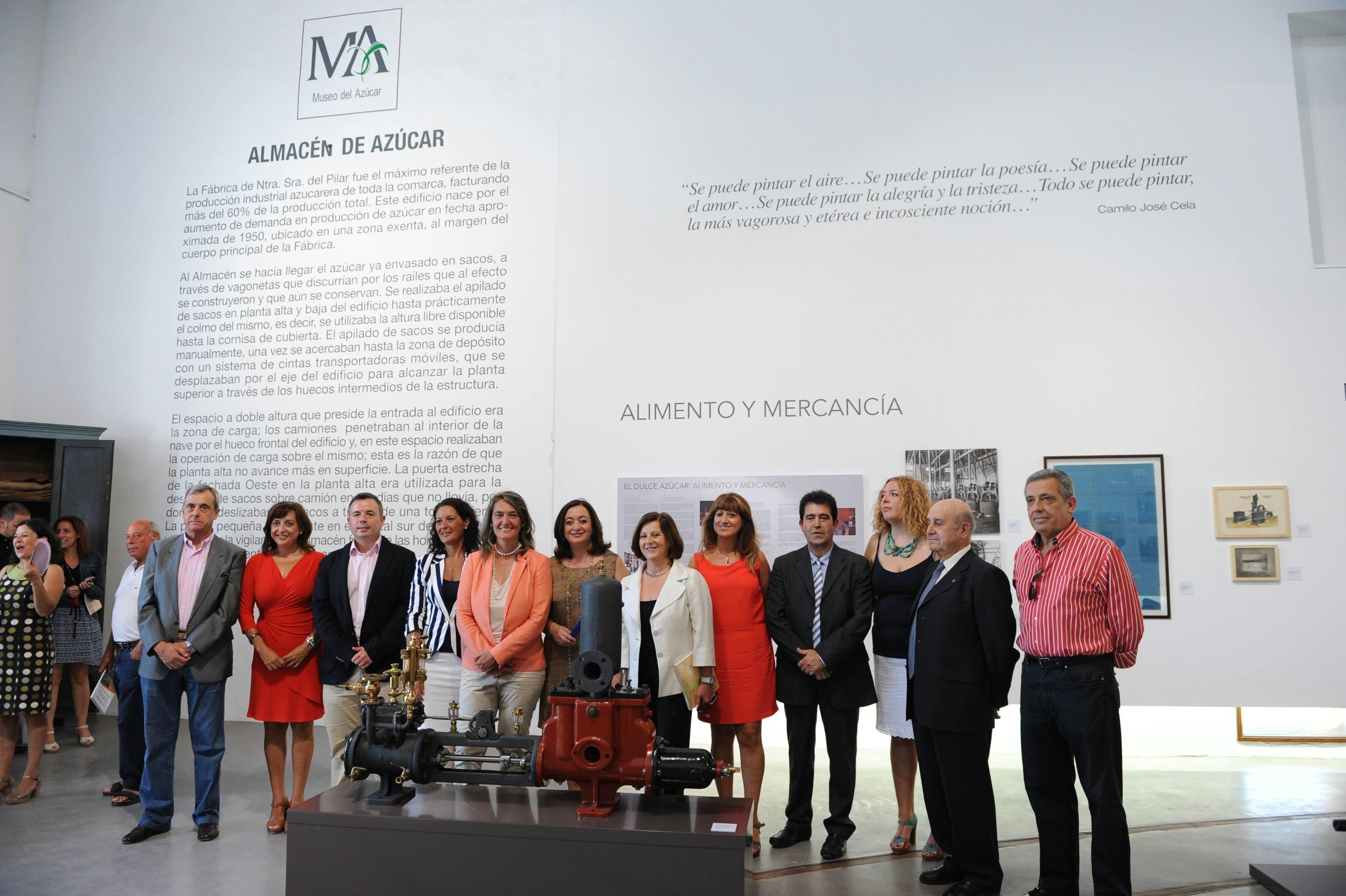 Moreno inaugura en Motril una muestra con 200 piezas sobre el cultivo de la caña de azúcar