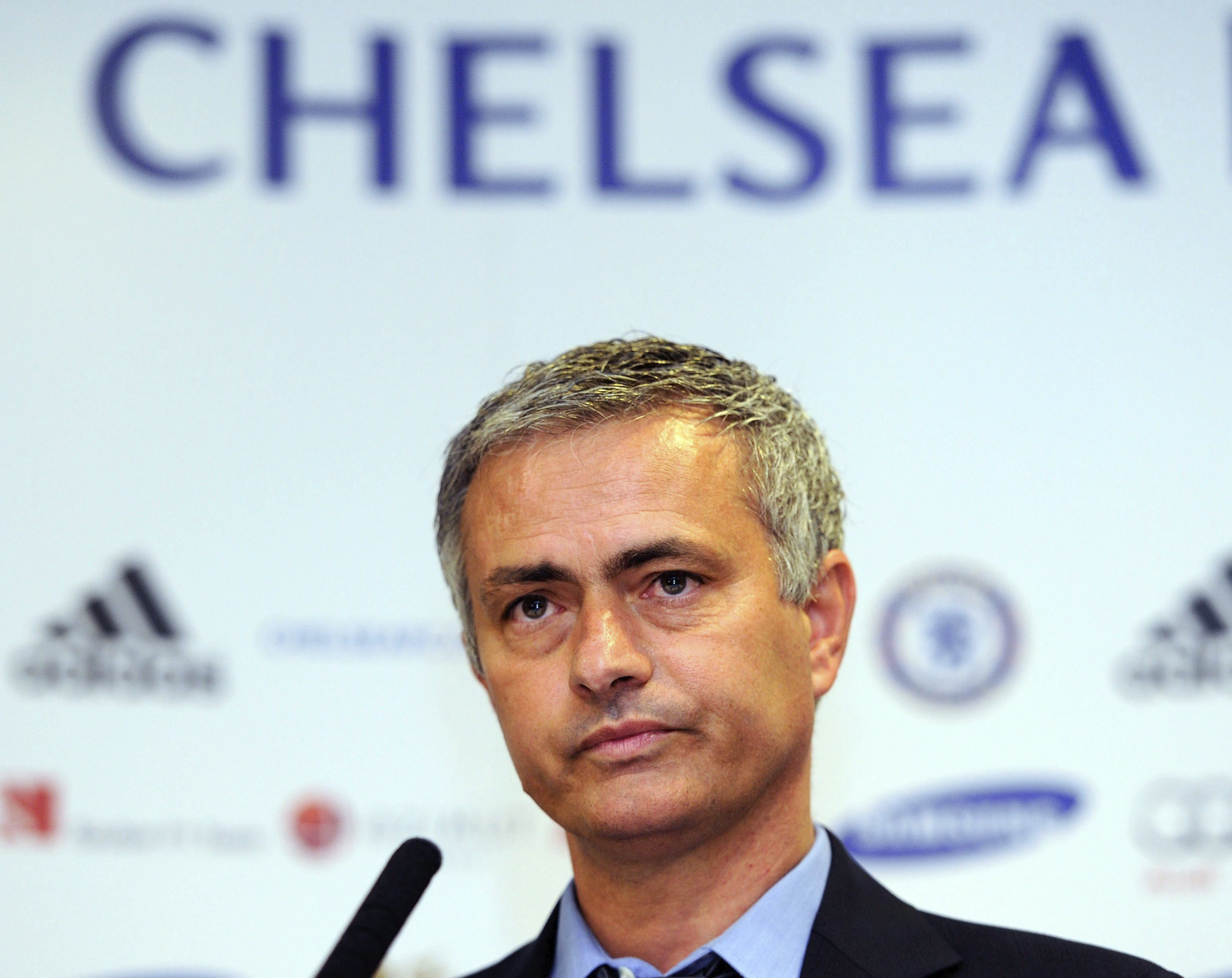 Mourinho: «No hay opciones de que Mata y David Luiz salgan del Chelsea»