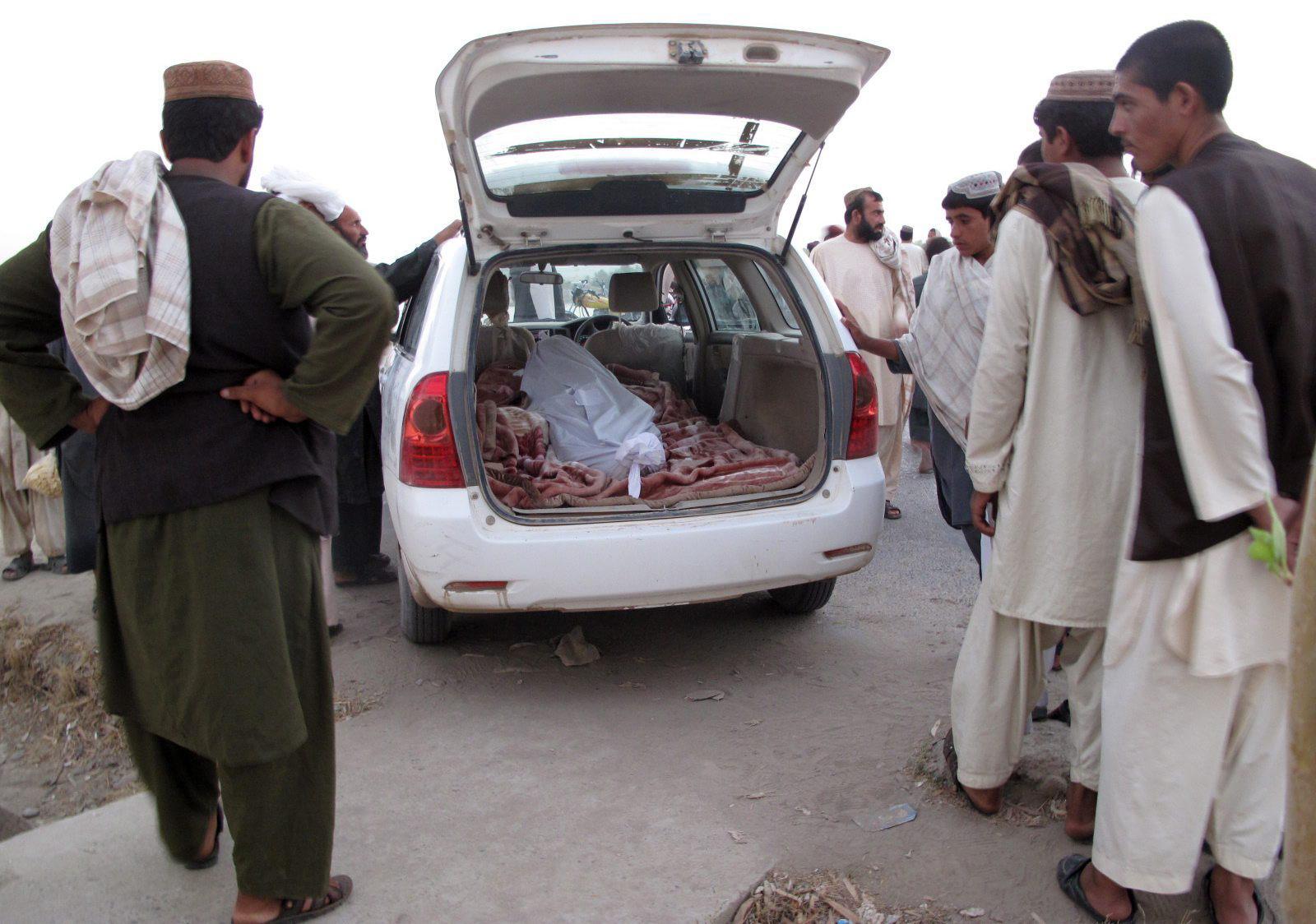 Mueren 5 niños y una mujer por la explosión de una bomba en casa de un talibán