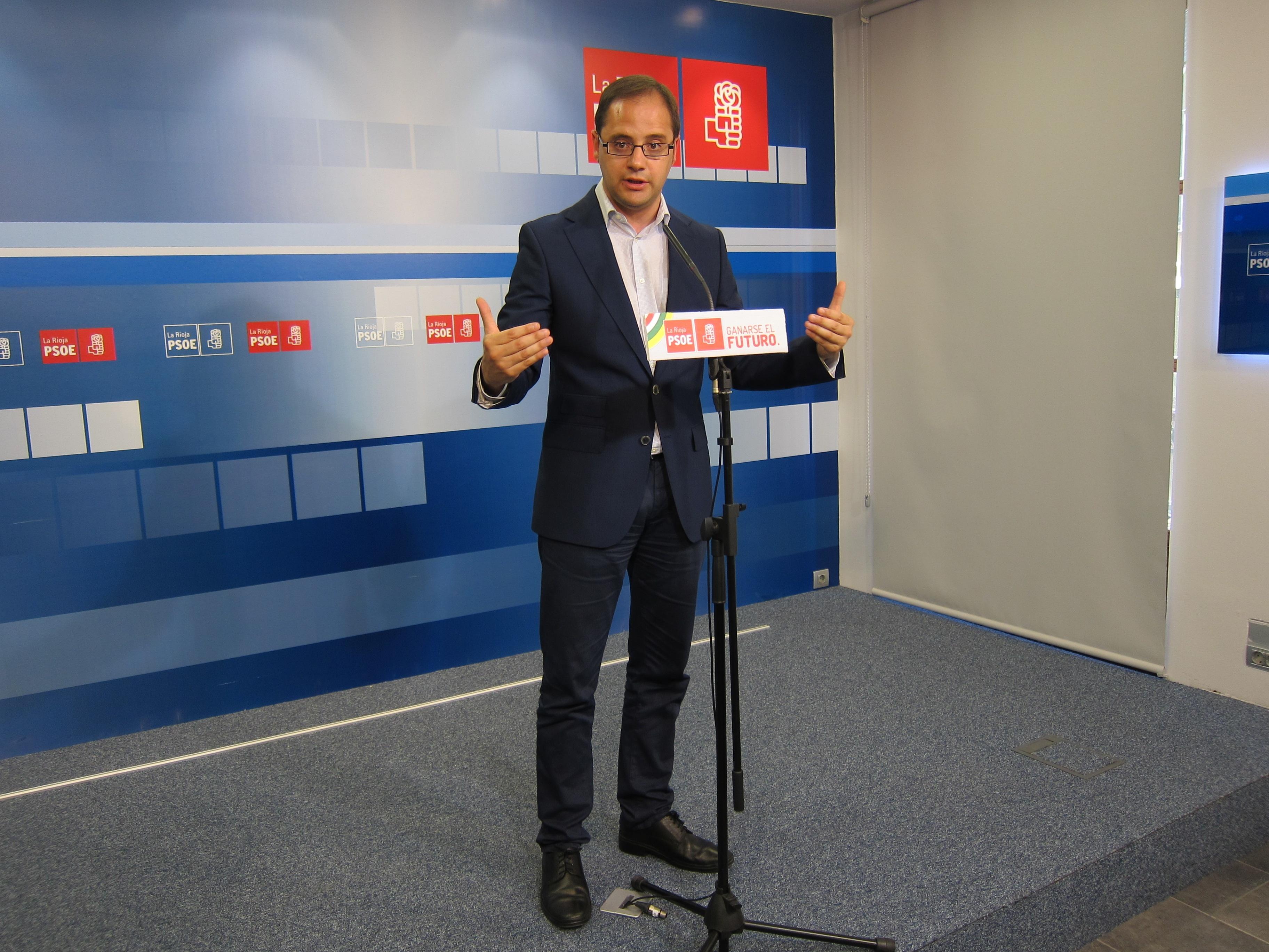 El PSOE riojano cree que si todo «parece lo que es», Sanz «debe» pensar «en irse»