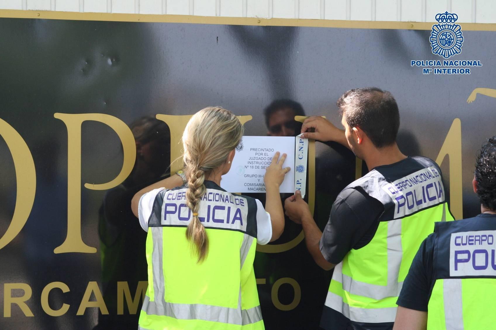 Precintan un club de alterne en Sevilla tras ser detenidas 13 personas que explotaban sexualmente a mujeres