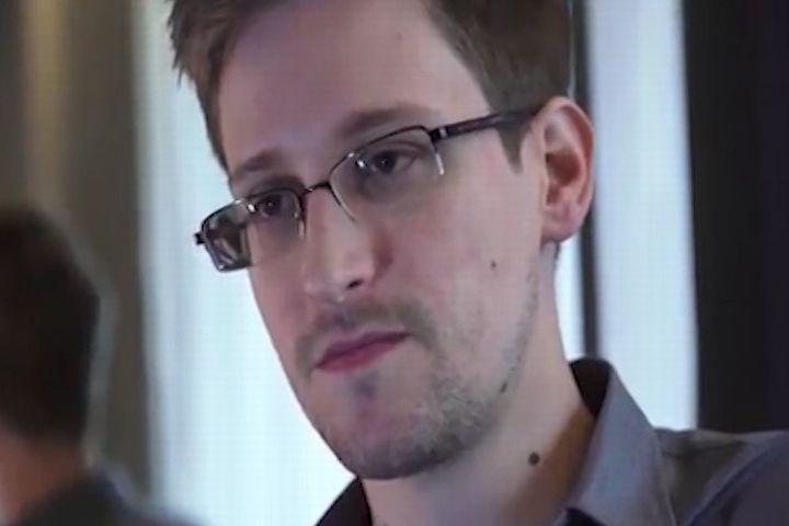 A Snowden le llueven las propuestas de matrimonio