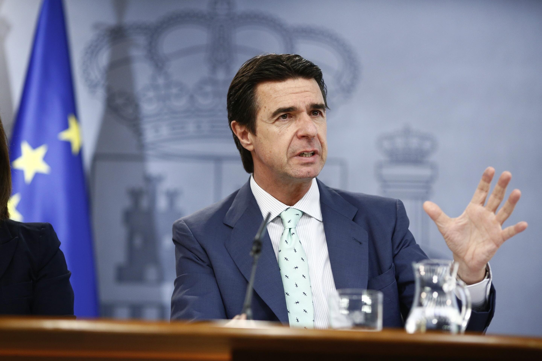 Soria propondrá hoy al Consejo de Ministros recurrir la decisión de Bruselas