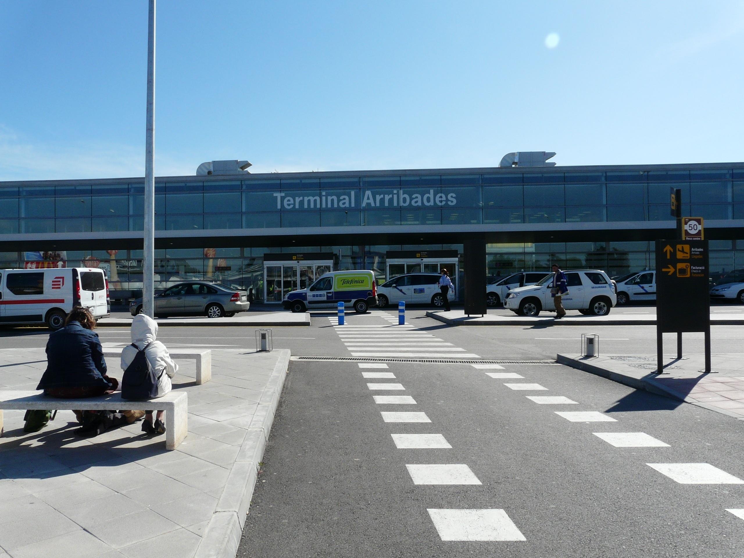 Trabajadores del Aeropuerto de Reus harán huelga este fin de semana por el reajuste horario