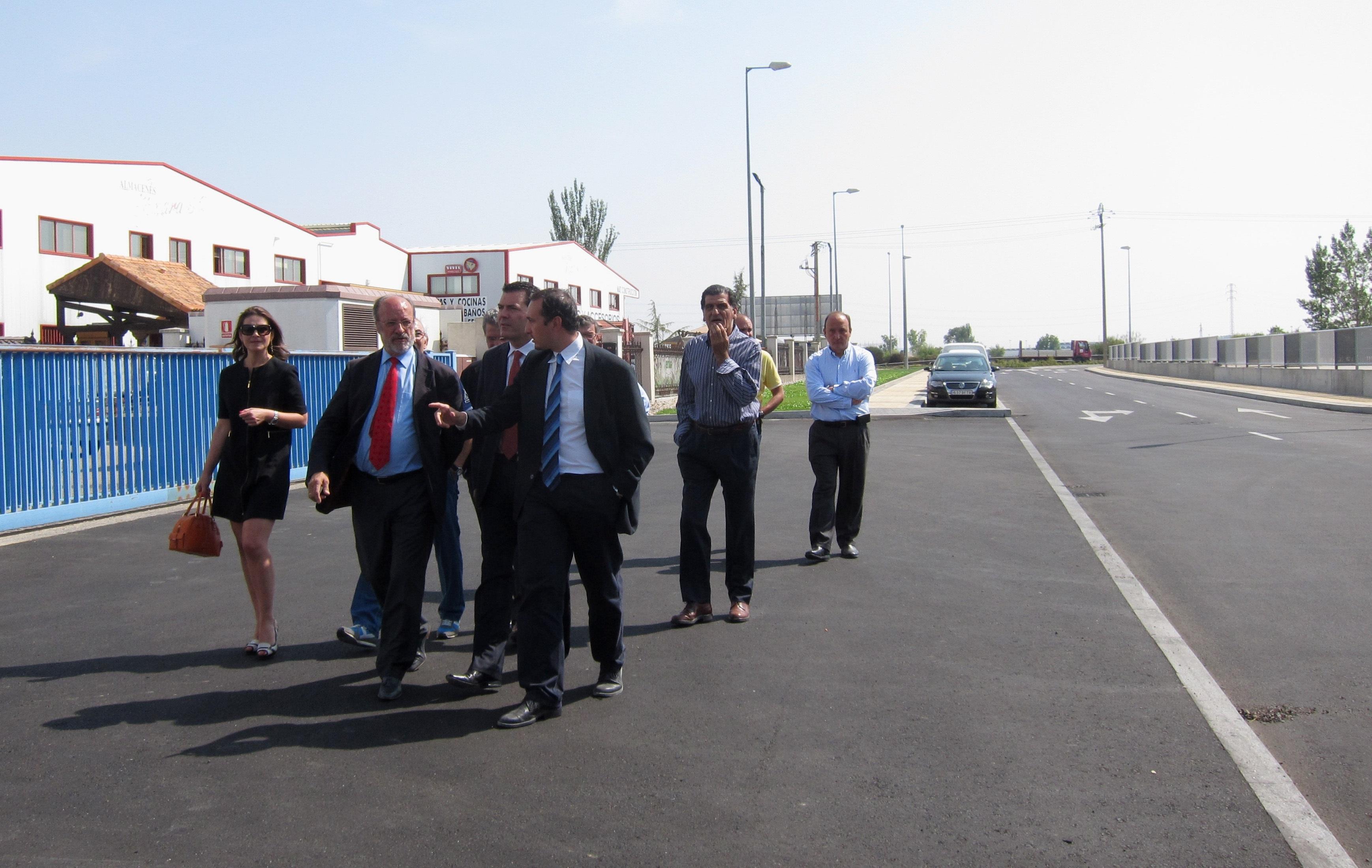 El alcalde de Valladolid destaca la necesidad del nuevo acceso a San Cristóbal abierto al tráfico y que exigía Bricomart