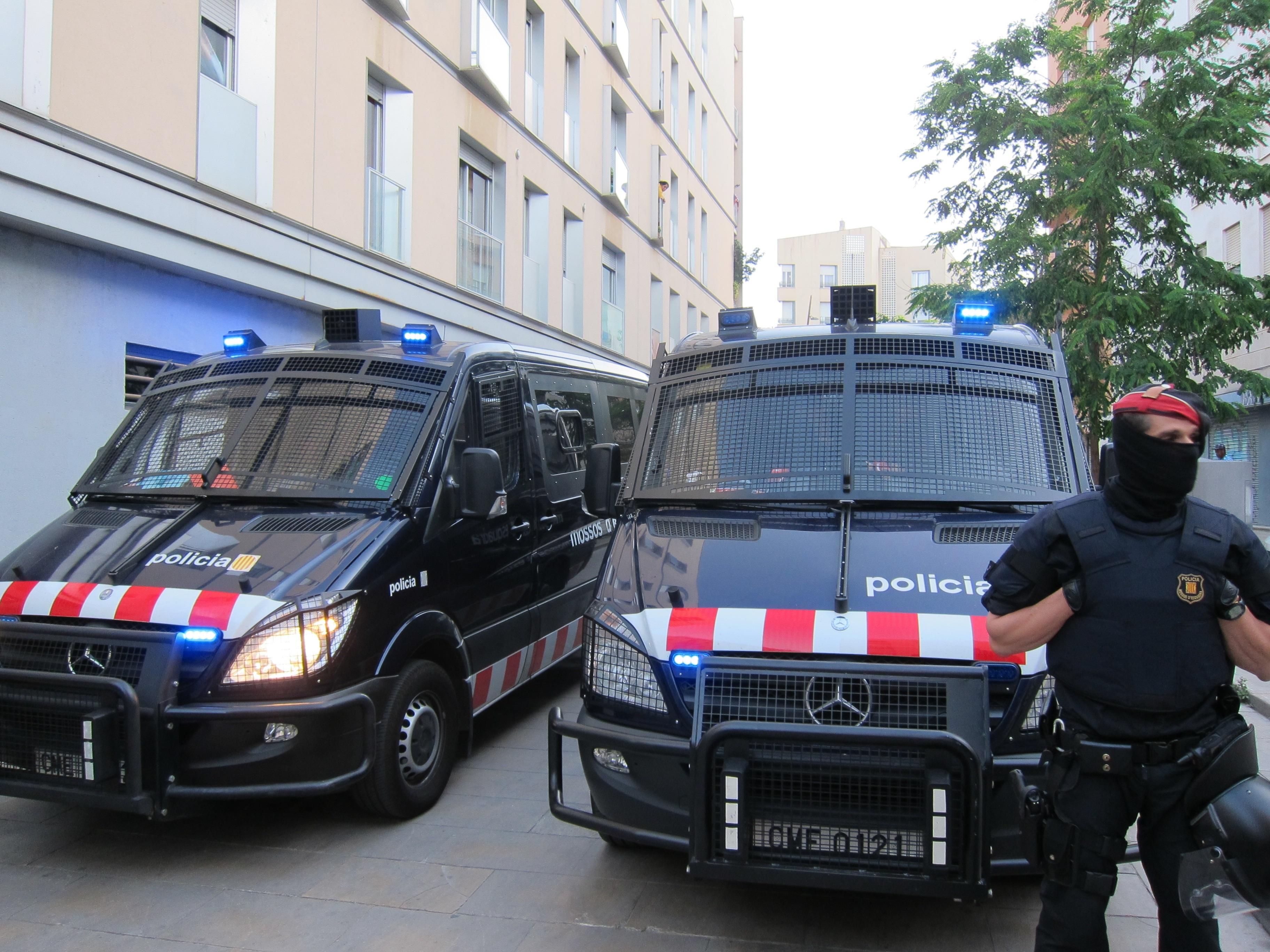 El juez archiva la causa contra dos mossos imputados por la pérdida del ojo del joven Nicola Tanno