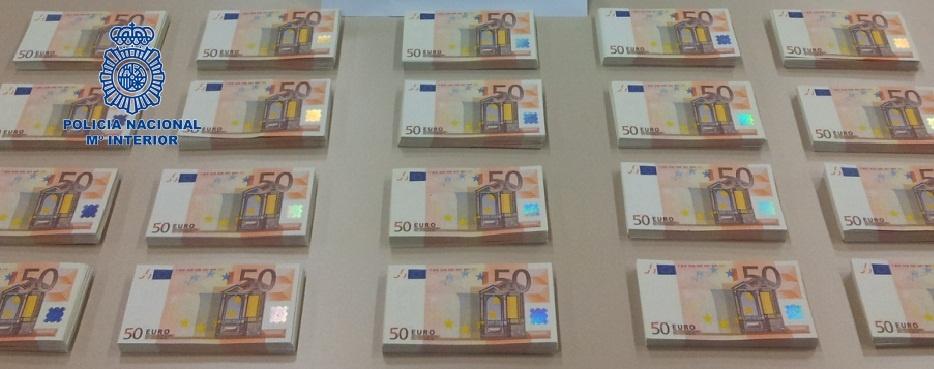 Un total de 317.000 billetes falsos fueron retirados en el primer semestre de 2013, un 26,3% más