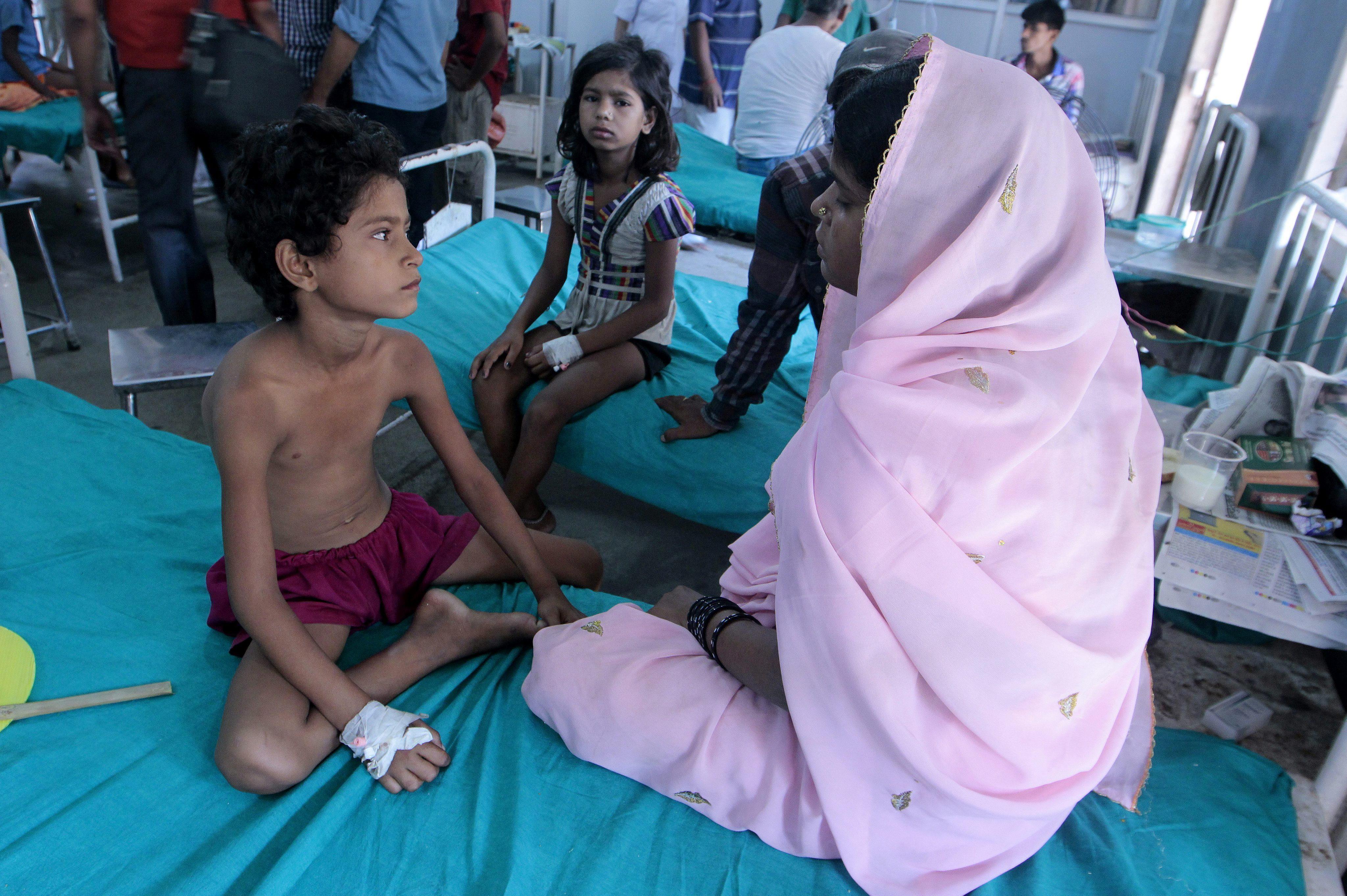 Los comedores escolares de India, bajo sospecha tras la intoxicación mortal