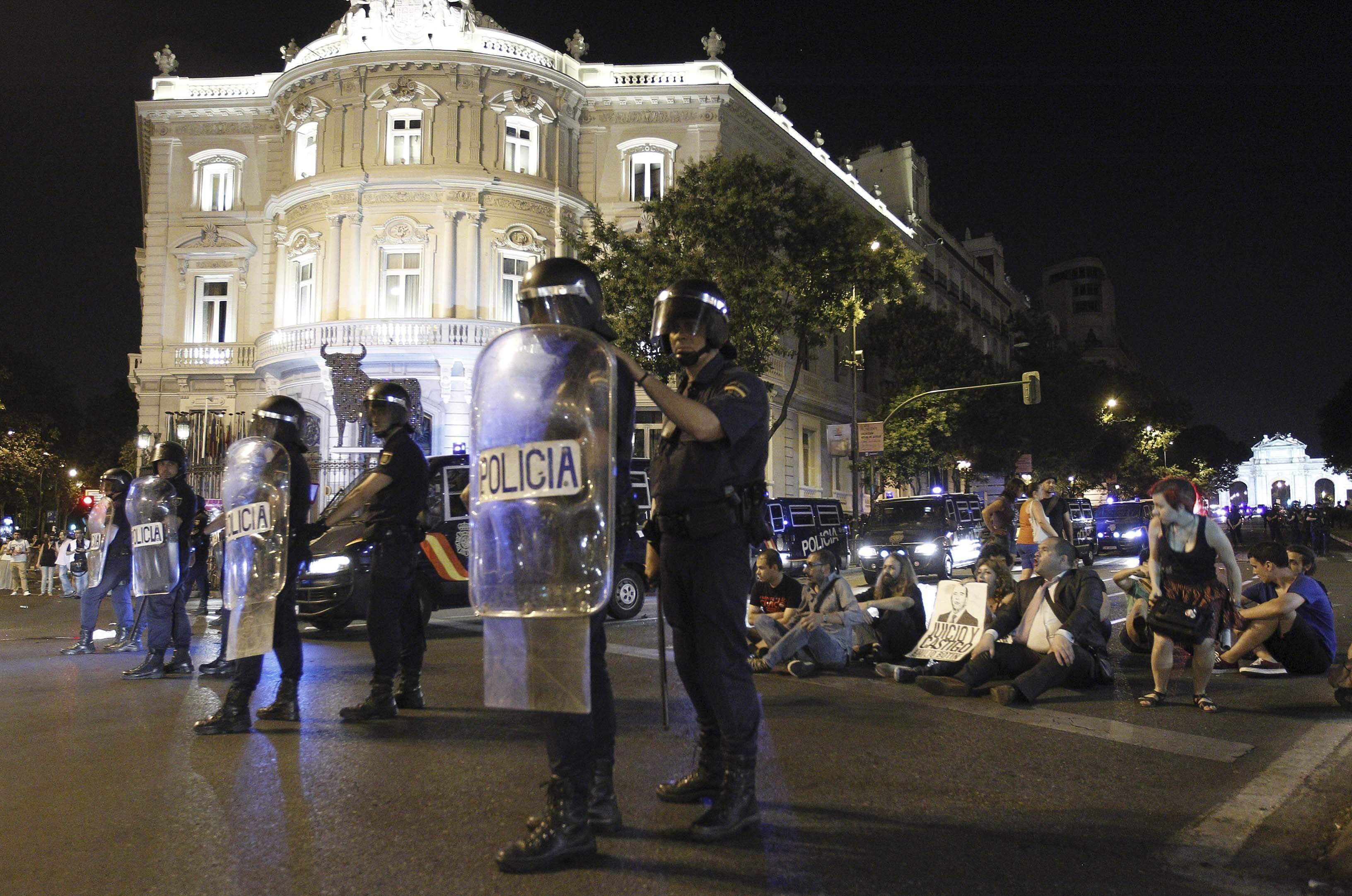 4 detenidos y 2 policías heridos tras una protesta ante la sede PP en Valencia