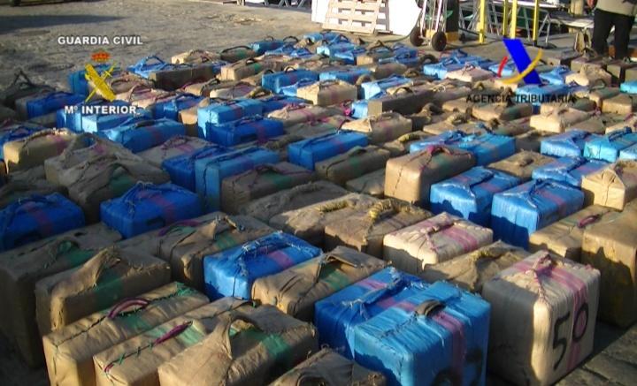 Cuatro detenidos en un pesquero que se dirigía al puerto de Isla Cristina con seis toneladas de hachís