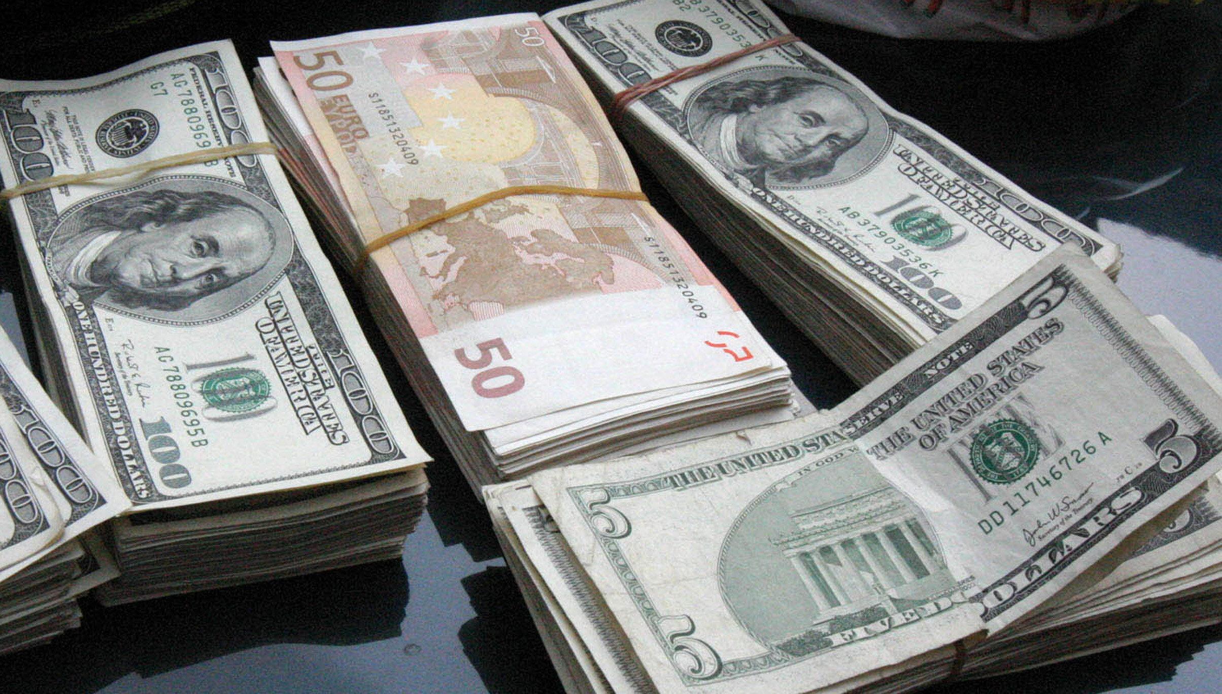 El euro sube hasta los 1,3136 dólares en la apertura