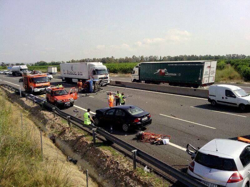 Tres muertos y tres heridos en un accidente de tráfico en Carlet (Valencia)