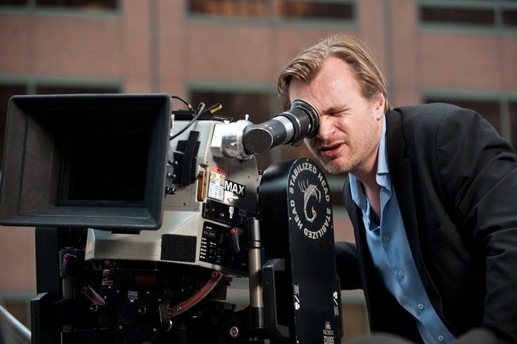 Nolan olvida Batman y navegará por agujeros negros en el espacio con Interstellar