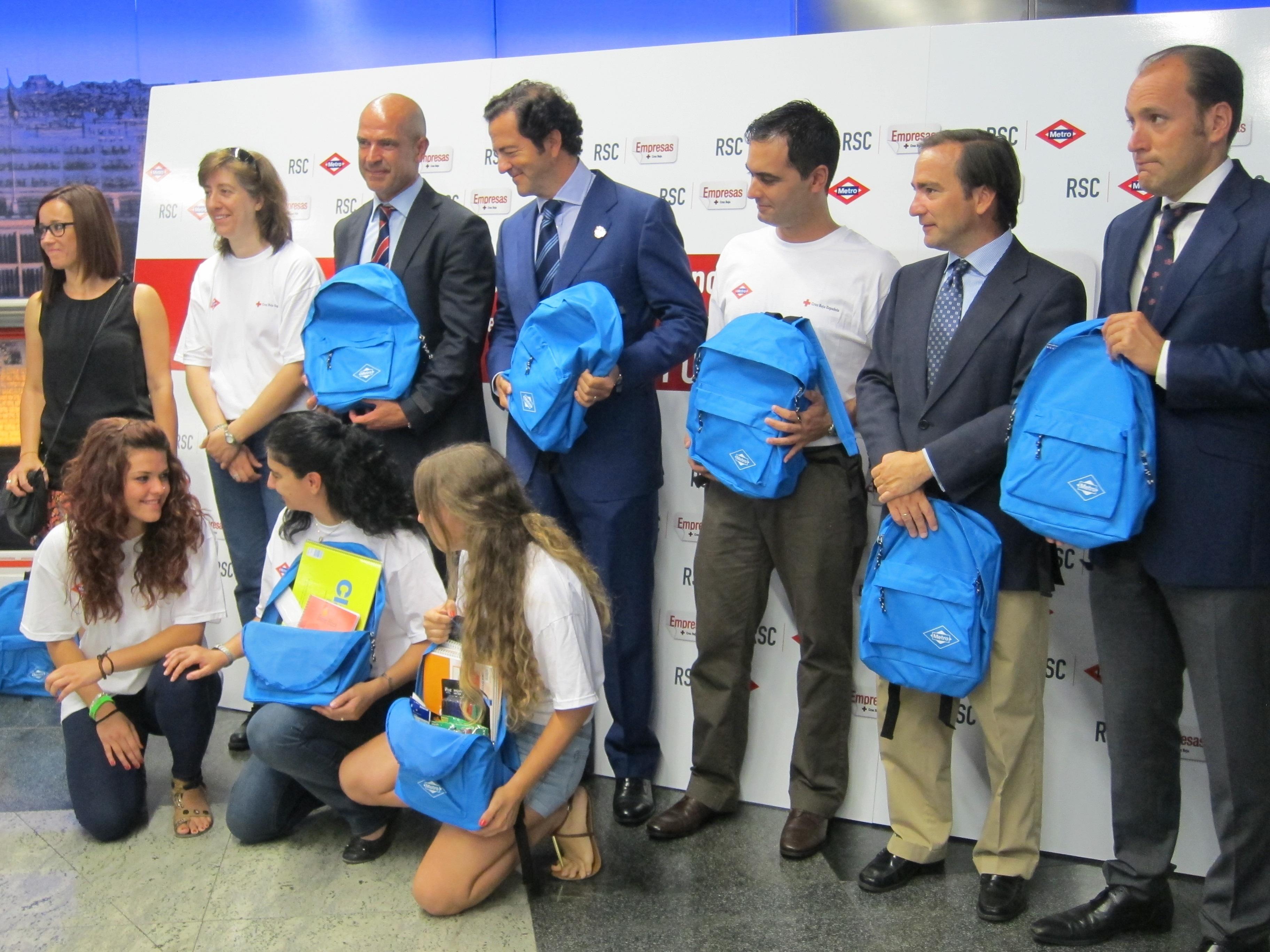 La Comunidad anima a los usuarios de Metro a donar material escolar para ayudar a familias sin recursos