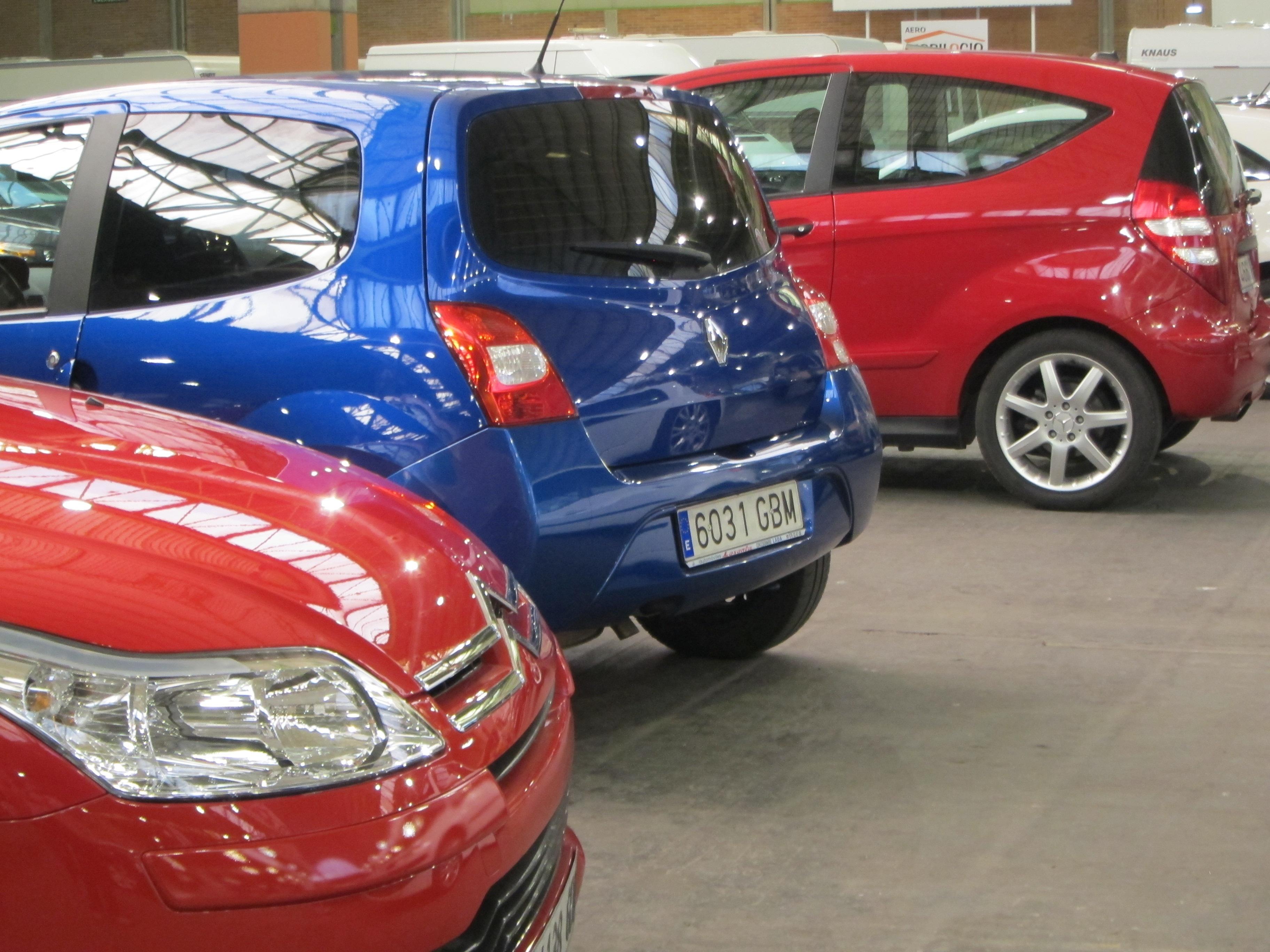 El precio medio del seguro del coche en Euskadi desciende un 25% en póliza a terceros y un 8% en la de todo riesgo