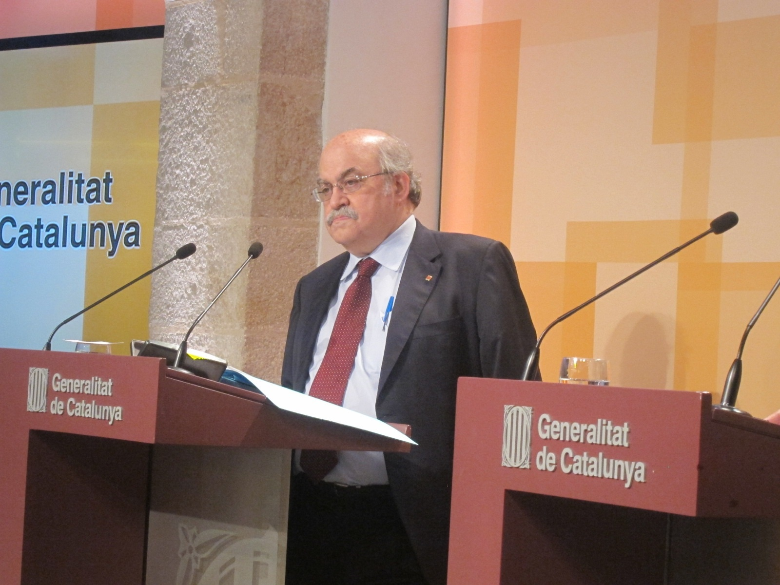 El Gobierno catalán reclama al Estado una compensación en 2014 por la suspensión del impuesto bancario