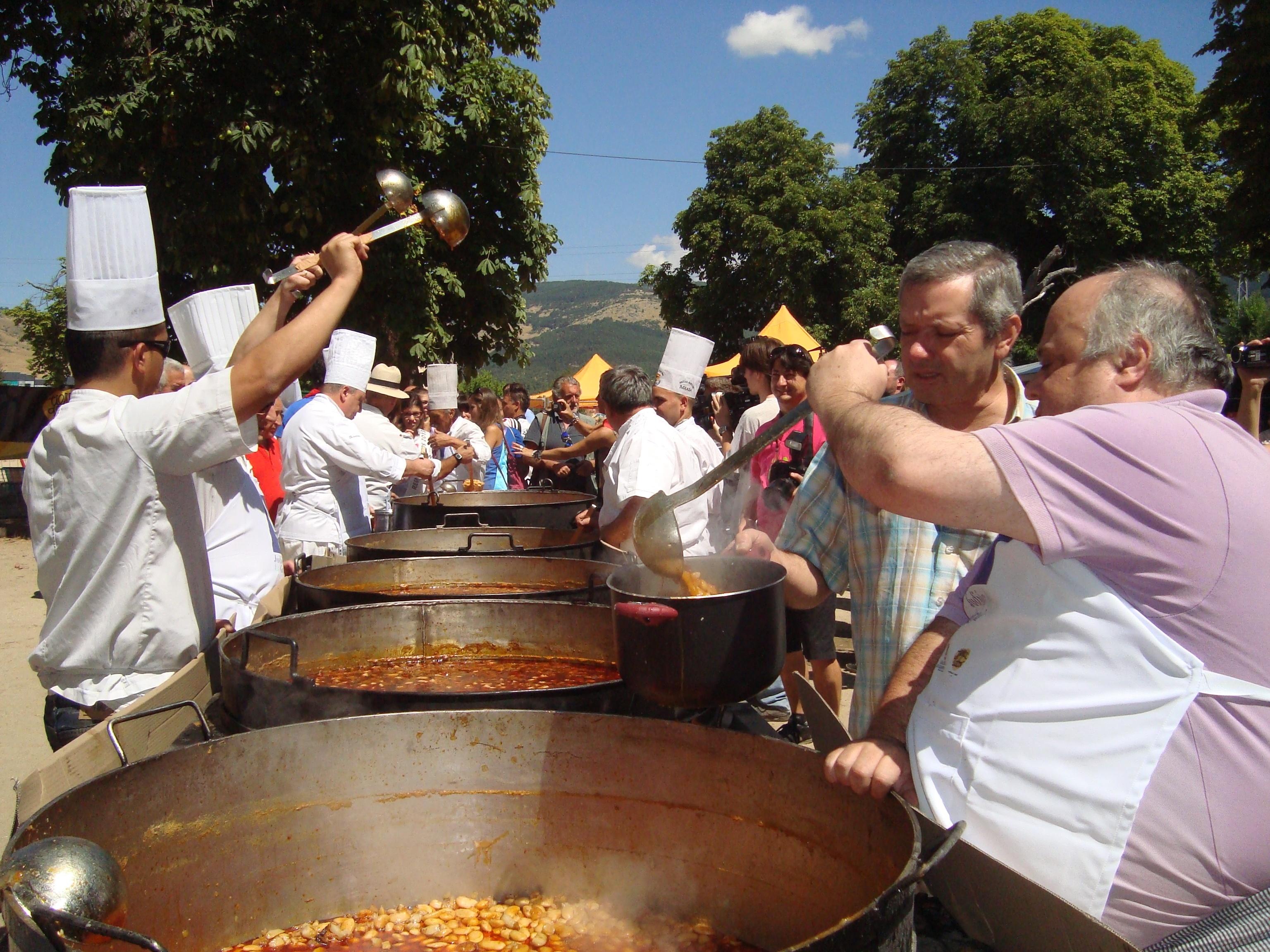 Unas 11.000 personas degustan en La Granja (Segovia) los judiones típicos de la villa, que esperan su Marca de Garantía