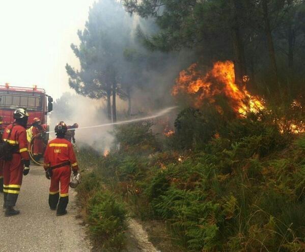 Medio Rural mantiene en 1.200 las hectáreas calcinadas en el incendio que se originó en Oia (Pontevedra)
