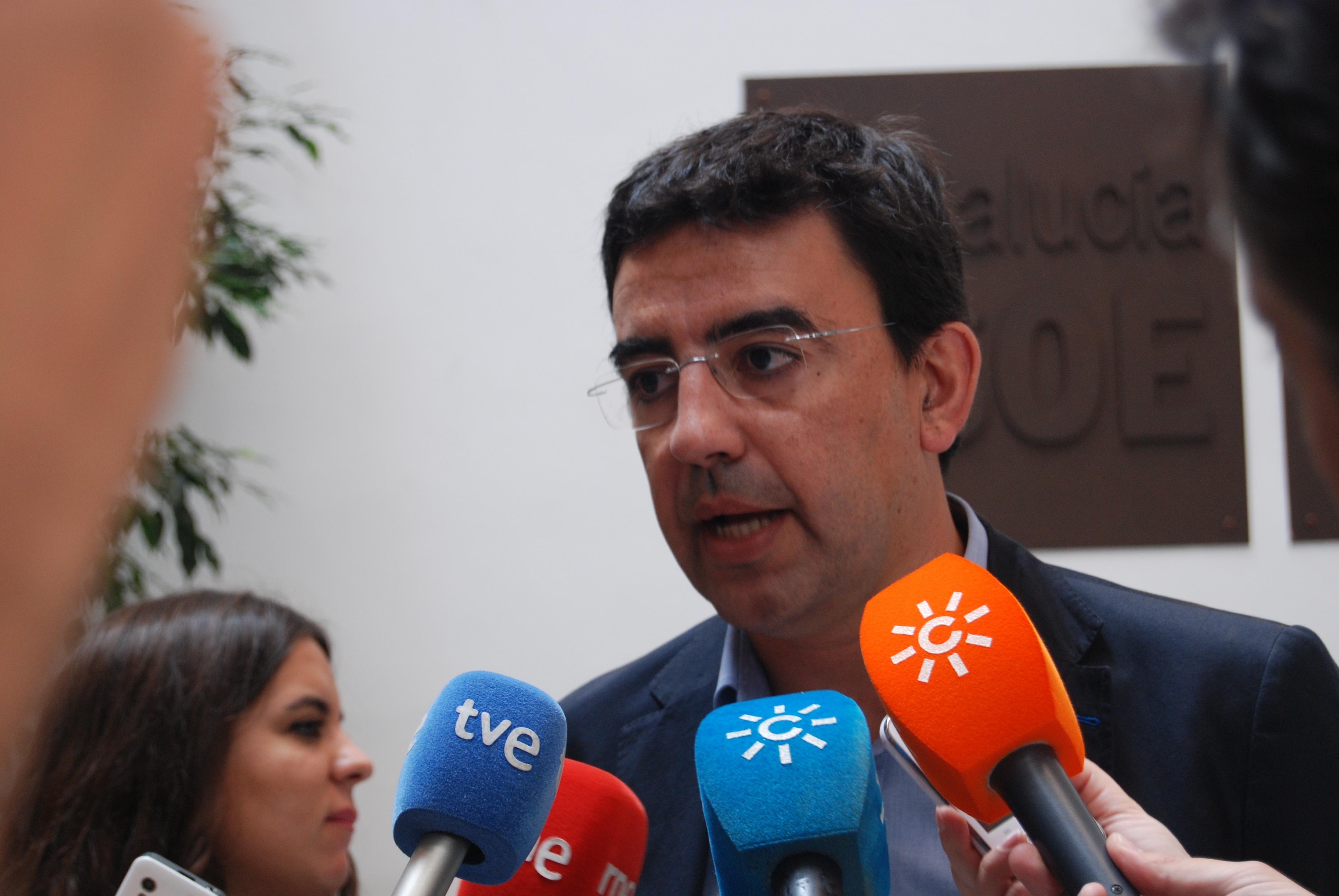 PSOE-A destaca el «gesto de generosidad» de Griñán para favorecer «el cambio» en Andalucía