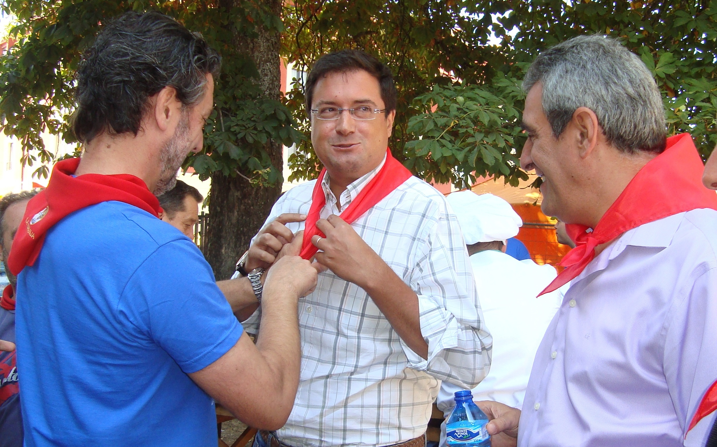 El PSOE acusa a Rajoy de dedicarse a «pasear en silencio» y le avisa de que ya «no podrá esconder la cabeza»