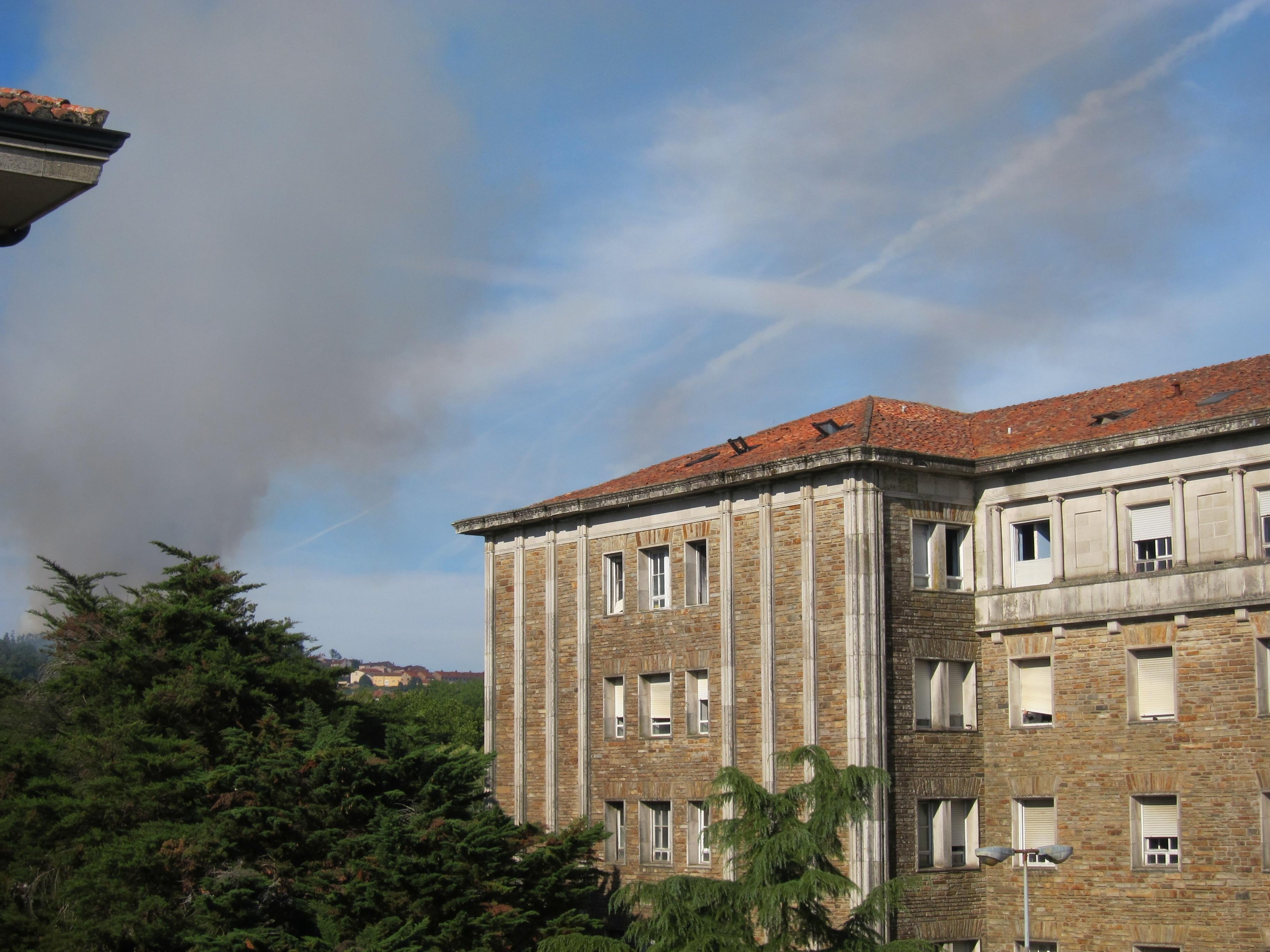 Prende un incendio en la parroquia de Vista Alegre, en Santiago de Compostela