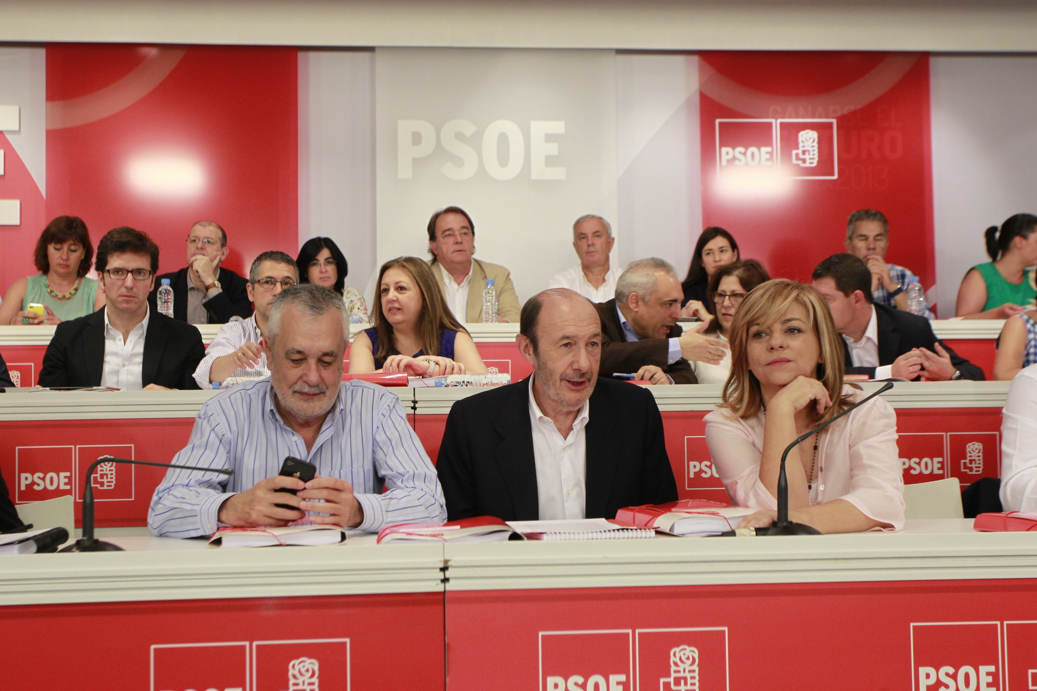 Valenciano ve «inteligente y generosa» la salida de Griñán y acusa al PP de ver sólo «la paja en el ojo ajeno»