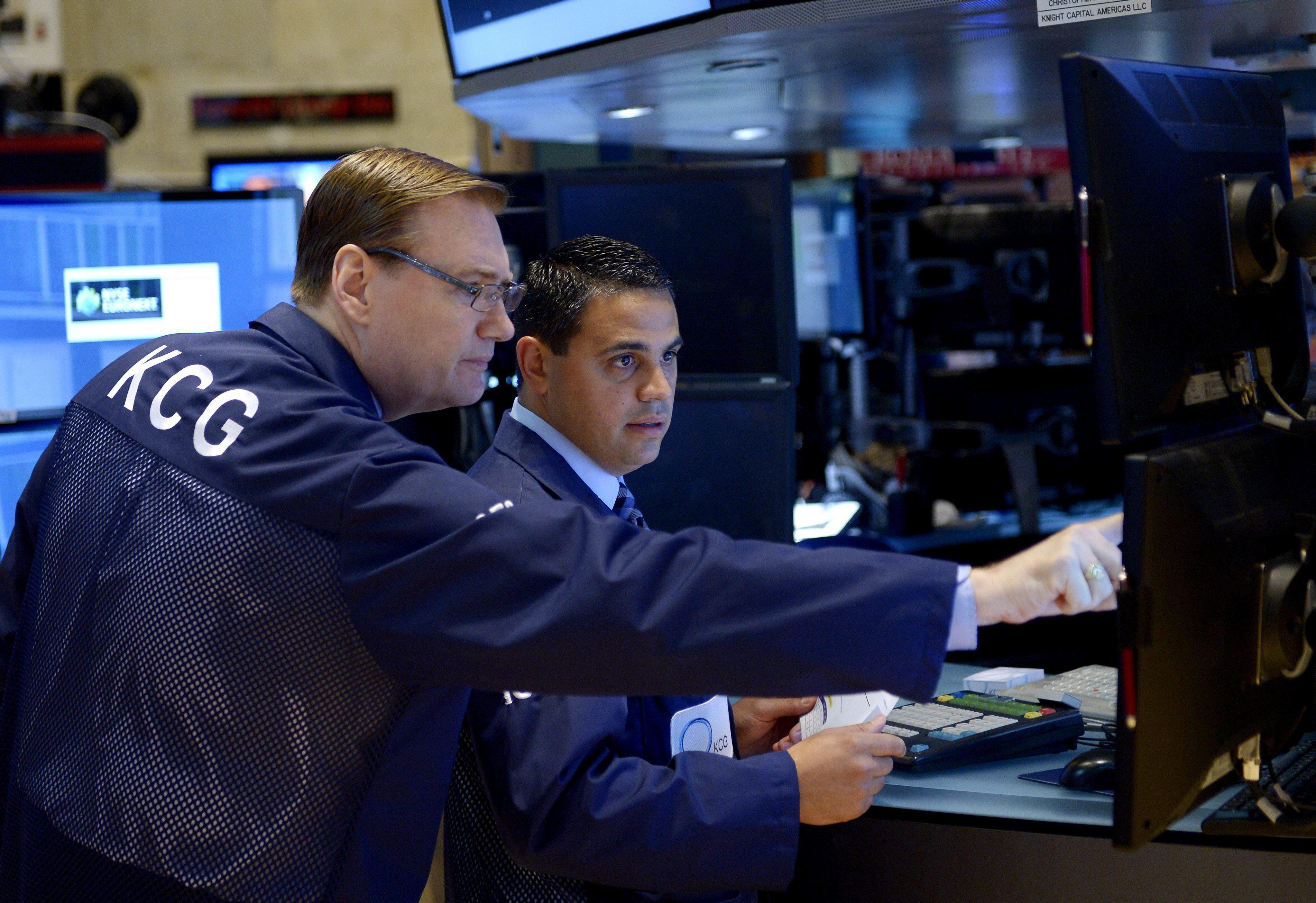 Wall Street intensifica sus pérdidas y el Dow Jones se hunde bajo los 15.000