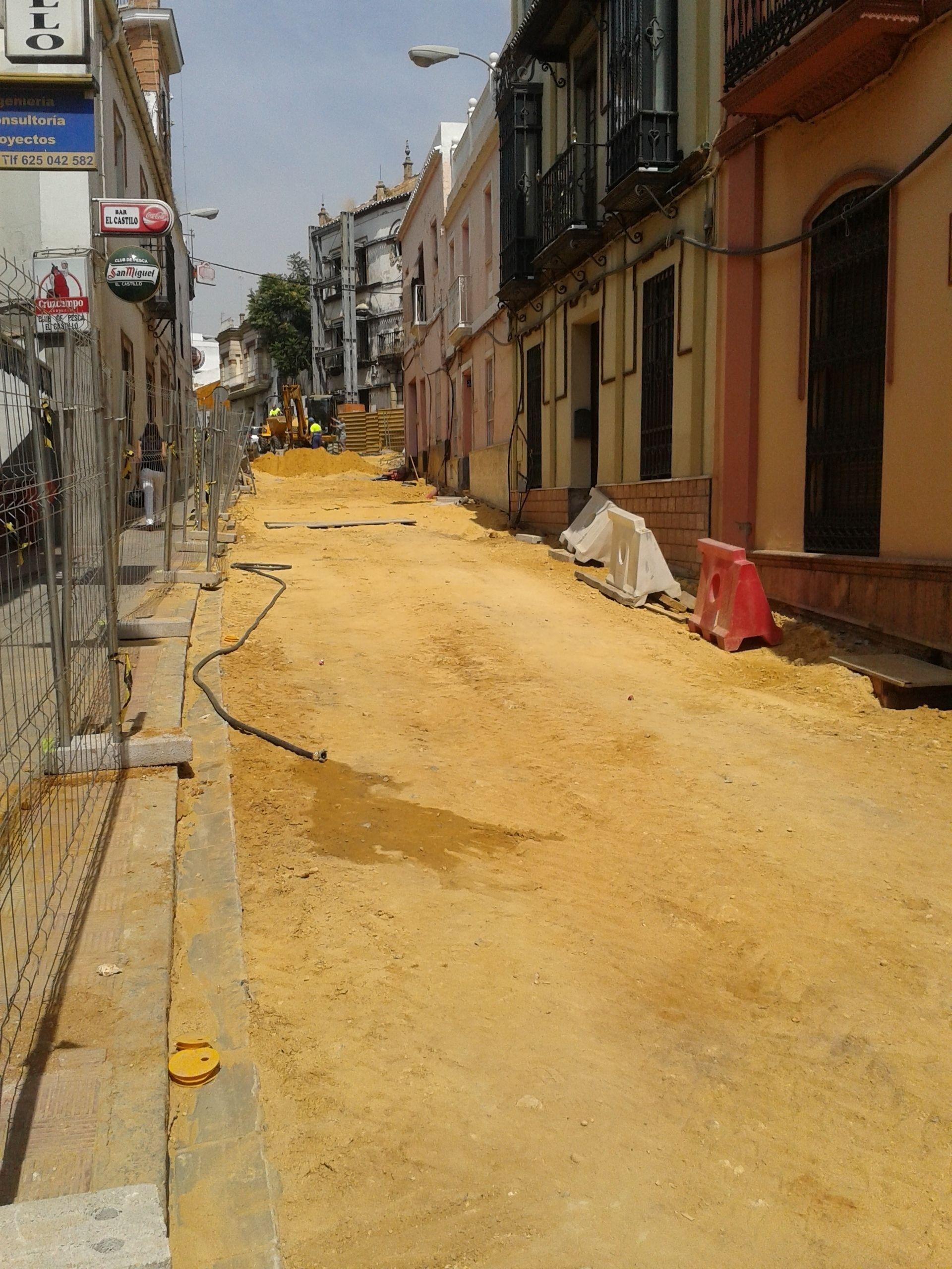 Alcalá de Guadaíra prosigue con buen ritmo las obras de saneamiento y reurbanización de la calle Herrero