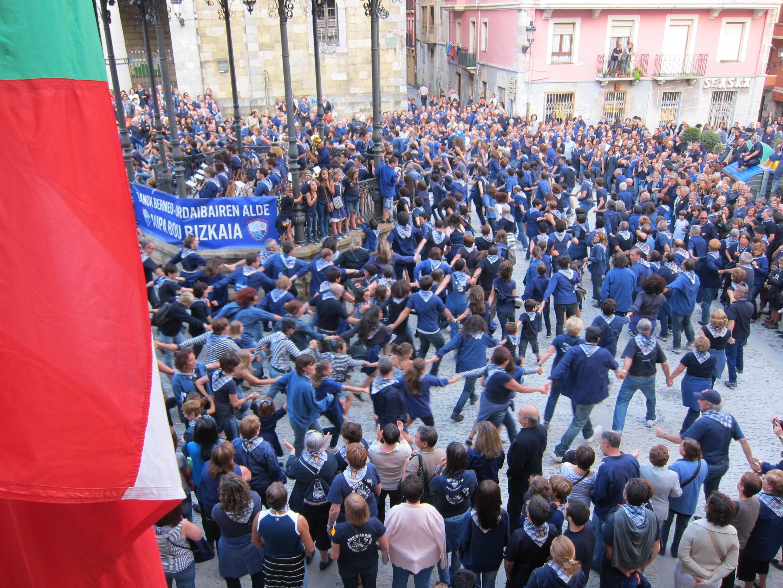 Las fiestas de Andra Mari del barrio de Almika de Bermeo (Bizkaia)contarán con música de Tximino y deportes rurales
