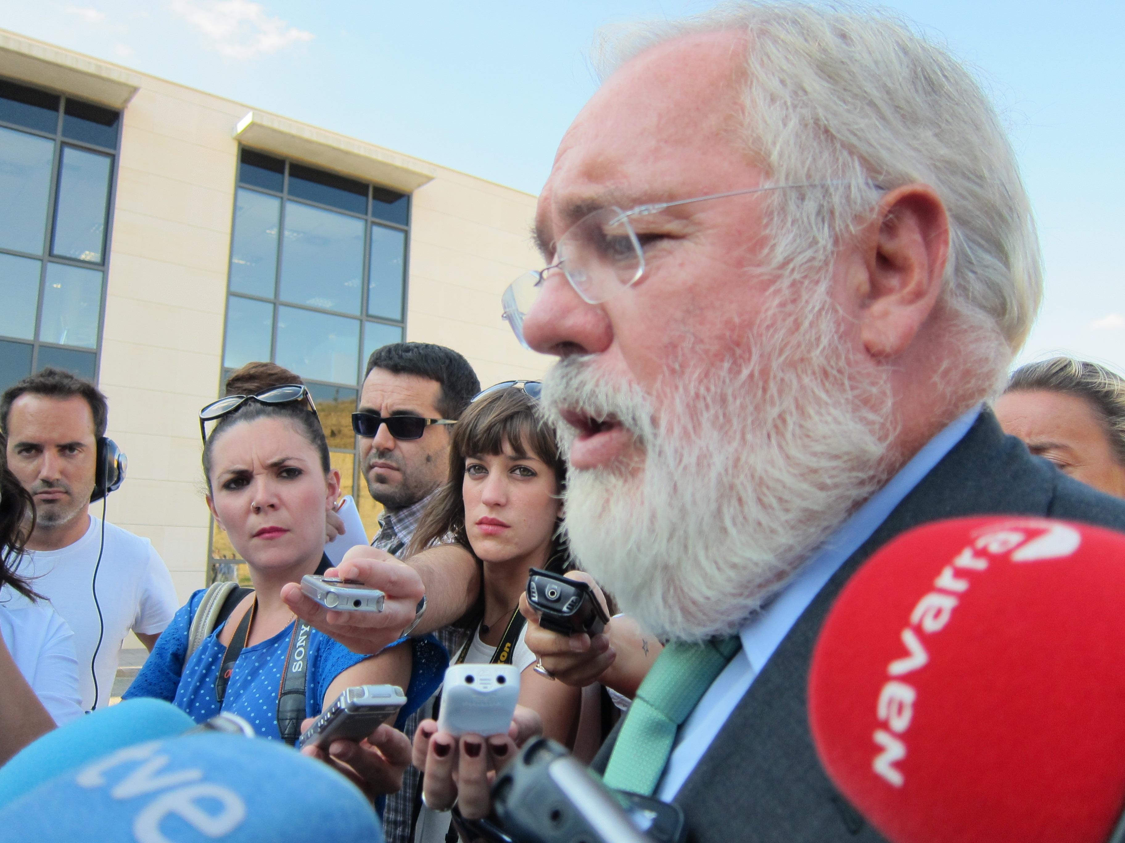 Arias Cañete condena «rotundamente» el uso de armas químicas y apoya la misión de Naciones Unidas
