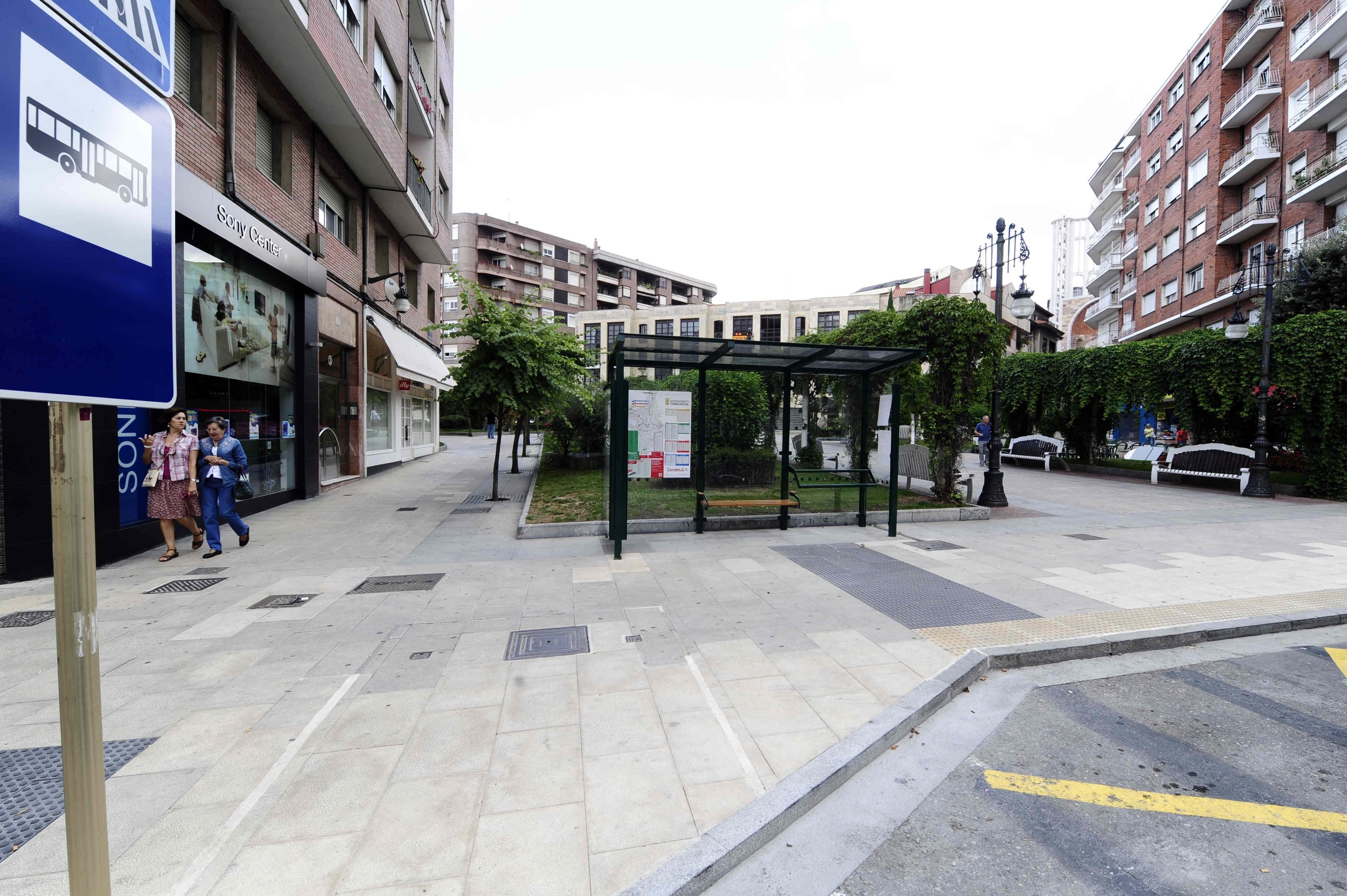 El Ayuntamiento instala marquesinas y paneles informativos en las paradas del Torrebús con mayor uso