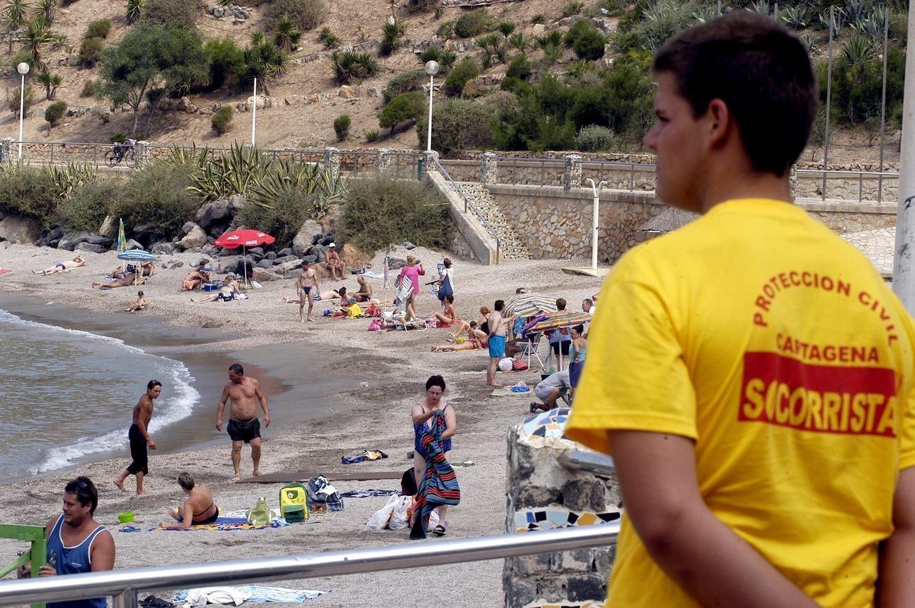 La bandera roja ondea en las playas de Calblanque, Galúa, Las Sirenas, Entremares y Zeus, todas en Cartagena