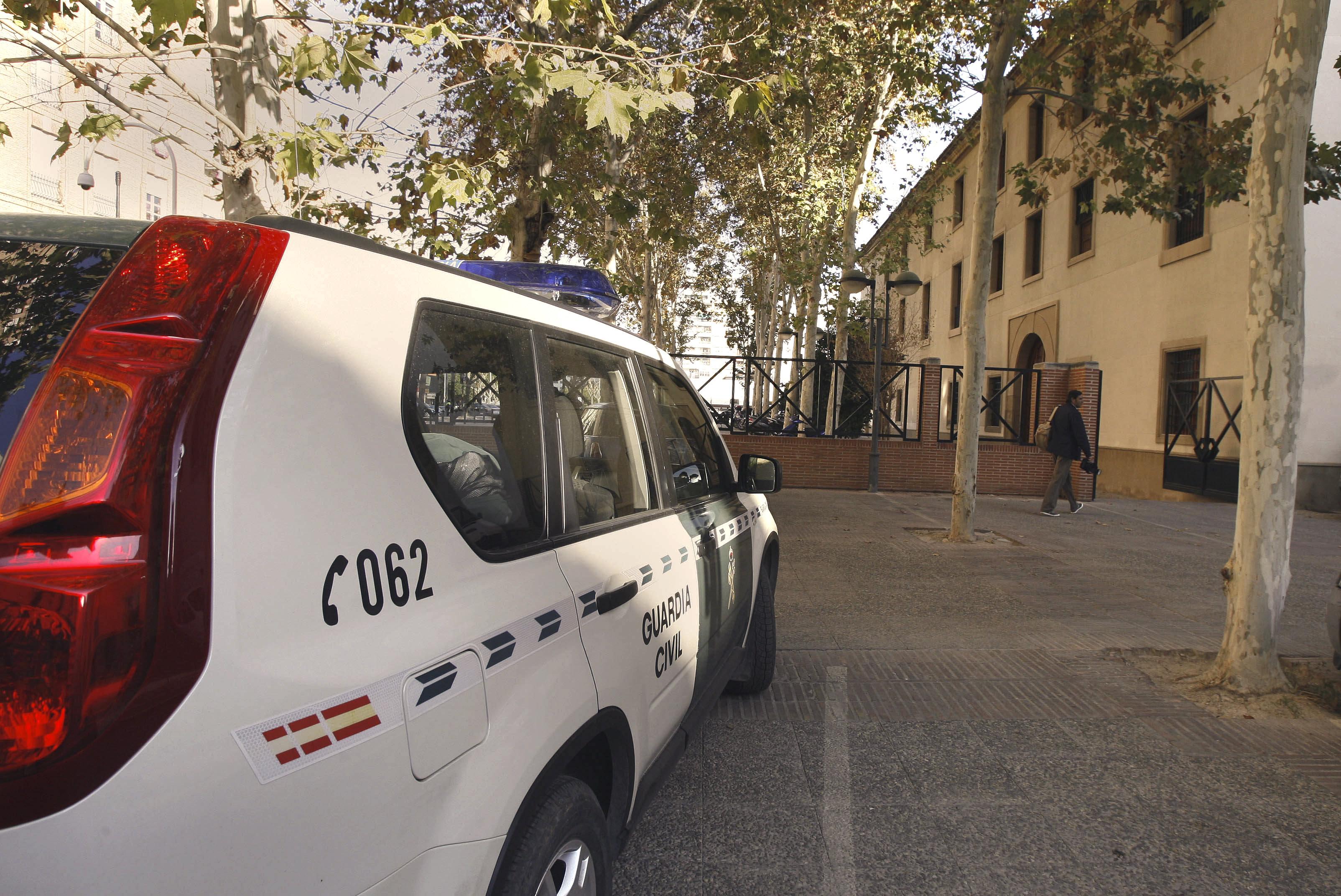 Detenido un joven tras disparar y apuñalar a su padre en Archena (Murcia)
