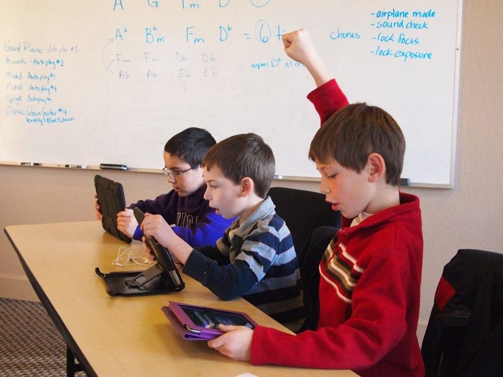 Escuelas de EEUU contratan una empresa para controlar las redes sociales de sus alumnos