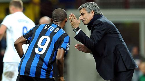 Samuel Eto»o firma por un año con el Chelsea de Mourinho