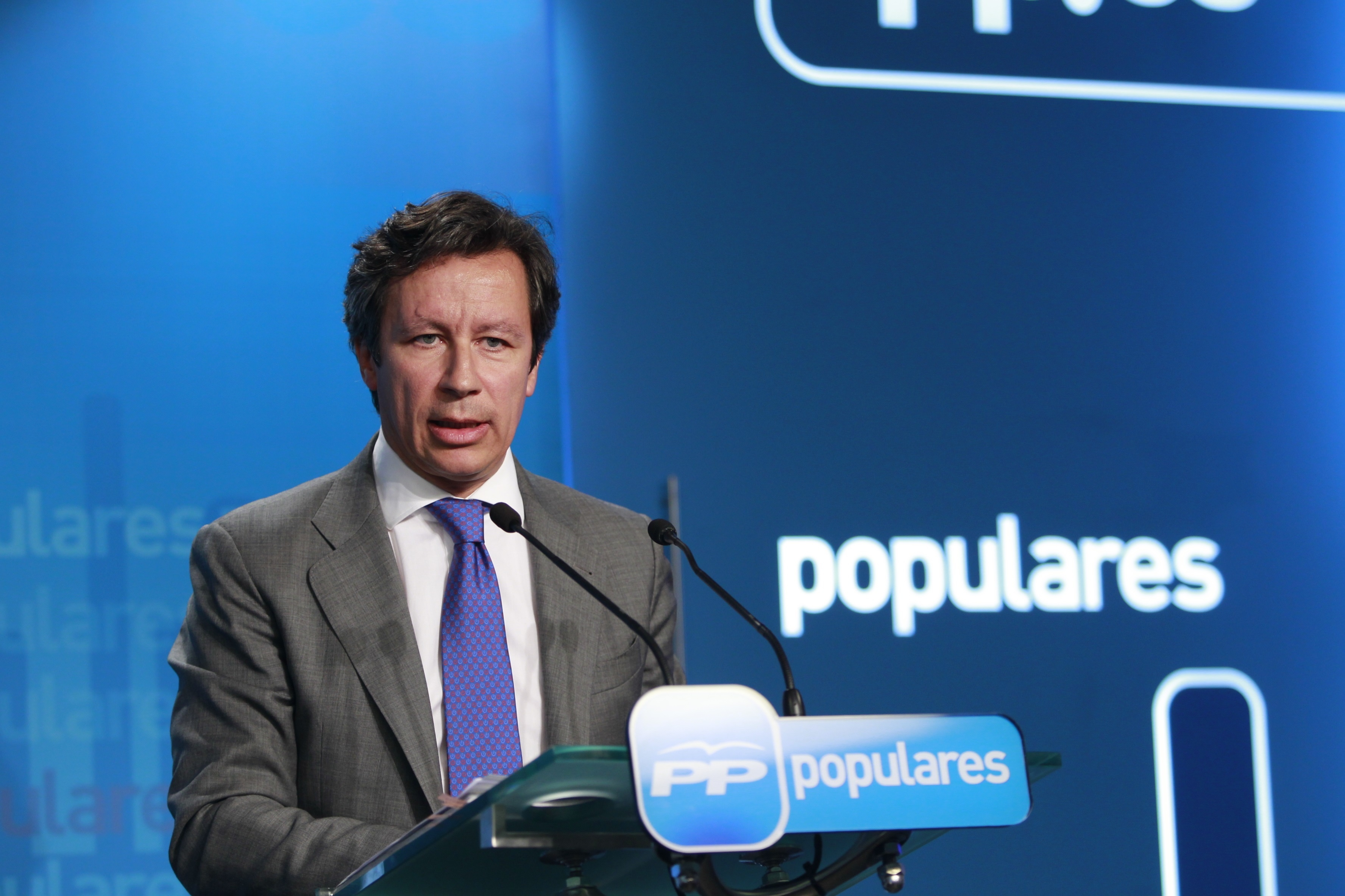Floriano (PP) califica de «broma» que Rajoy tenga que comparecer cada vez que habla un testigo