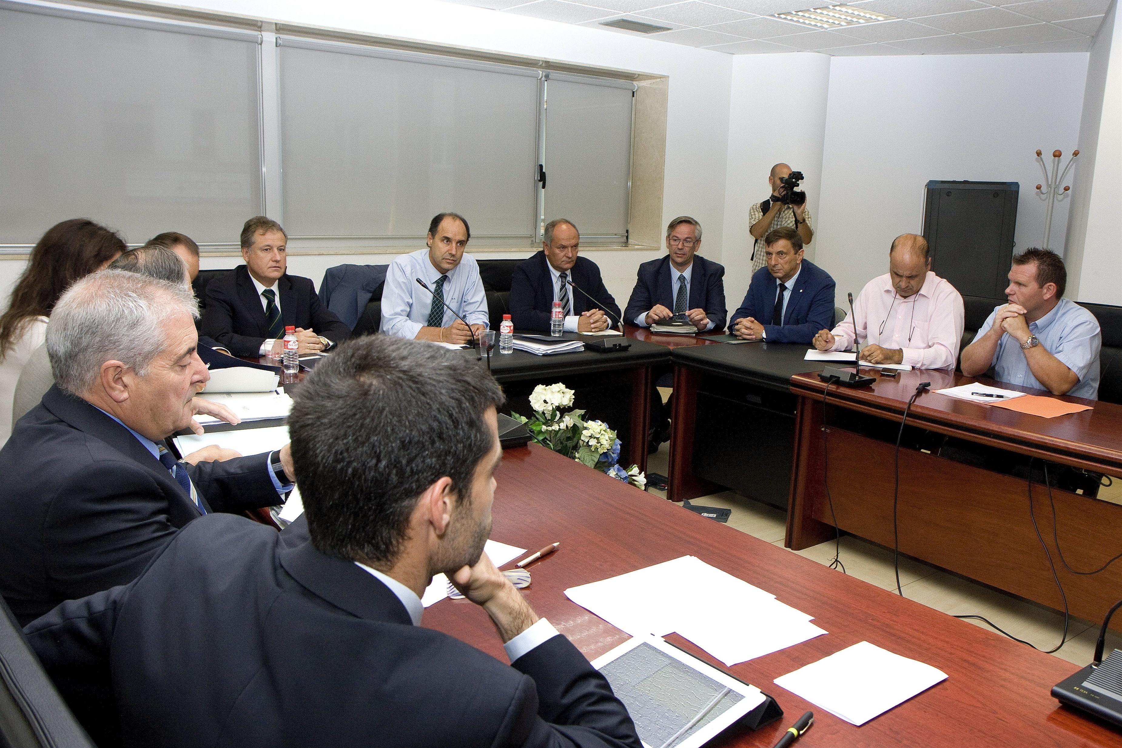 Gómez de Liaño advierte de que con la «incertidumbre» actual, Sniace «no se puede abrir»