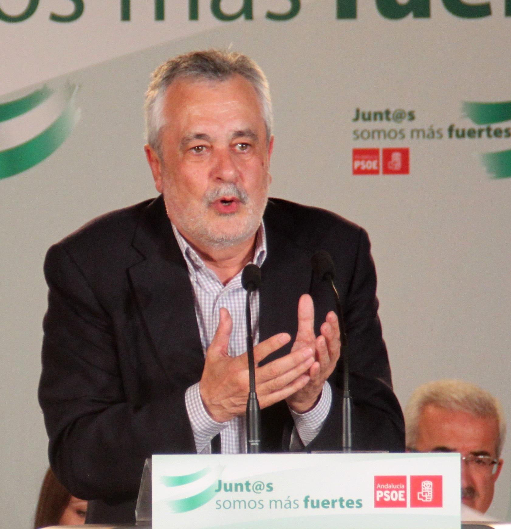 Griñán no descarta un congreso extraordinario del PSOE-A, ya que dependerá «de las circunstancias»