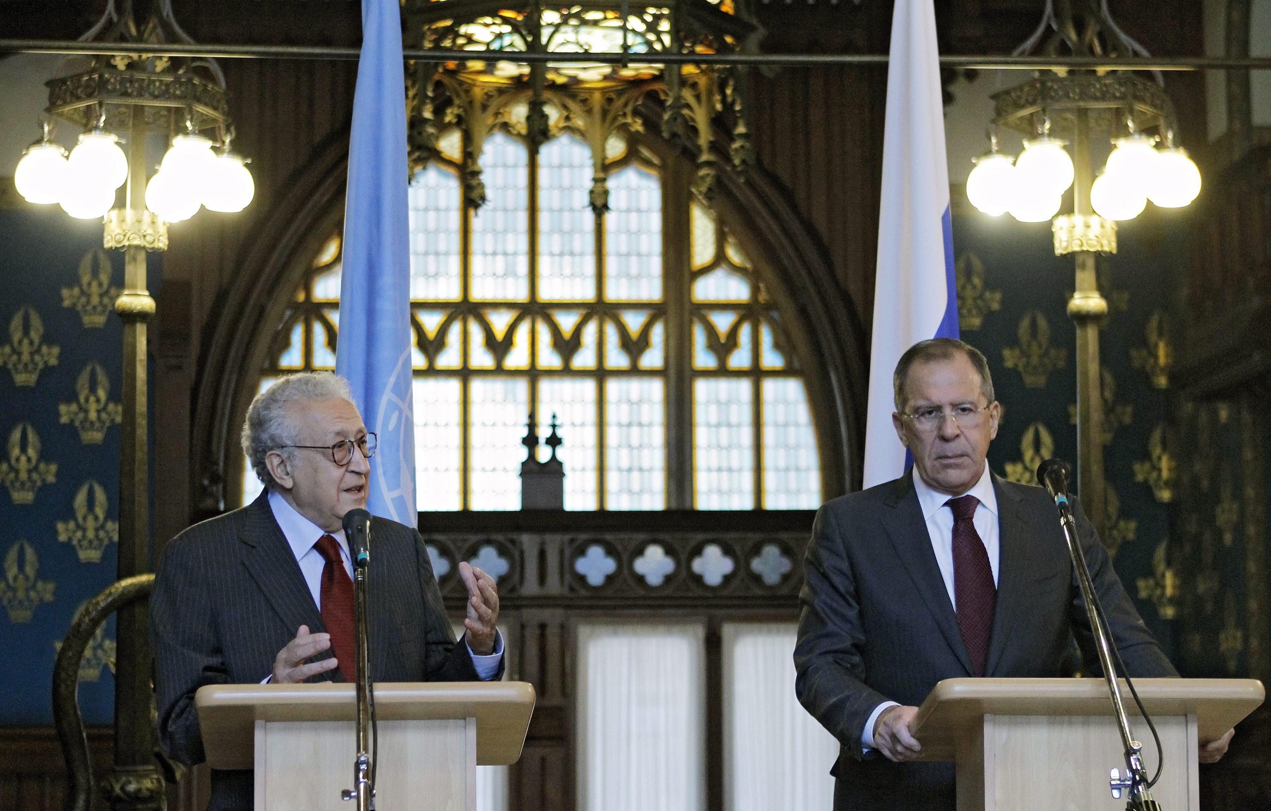 Brahimi afirma que una acción militar en Siria necesita el aval de Consejo de Seguridad