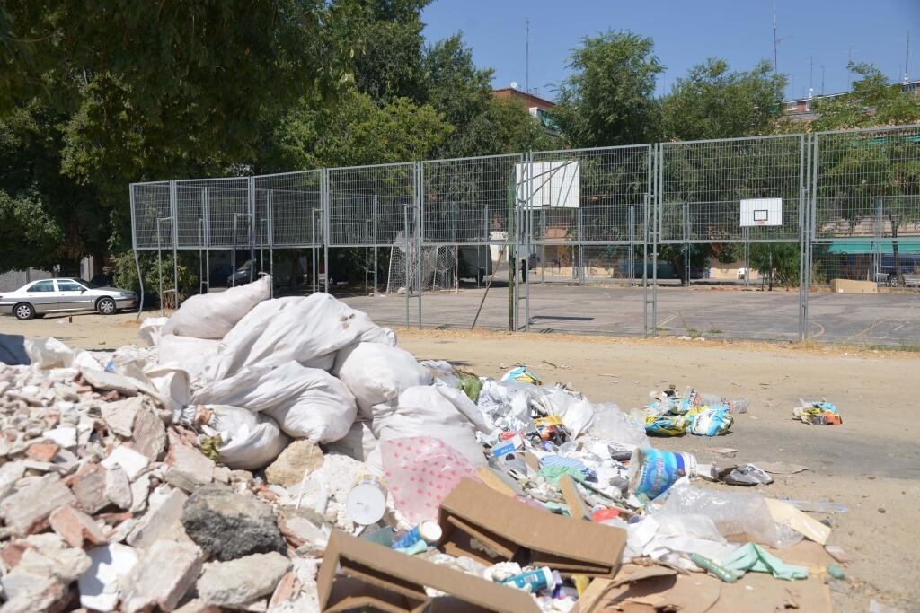 Lissavetzky denuncia que Madrid está «más sucia» y acusa a Botella de trasladar a las calles «su síndrome de diógenes»