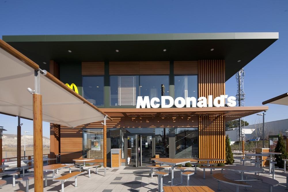 McDonald»s supera los 450 restaurantes en España tras la apertura de un nuevo local en Sevilla