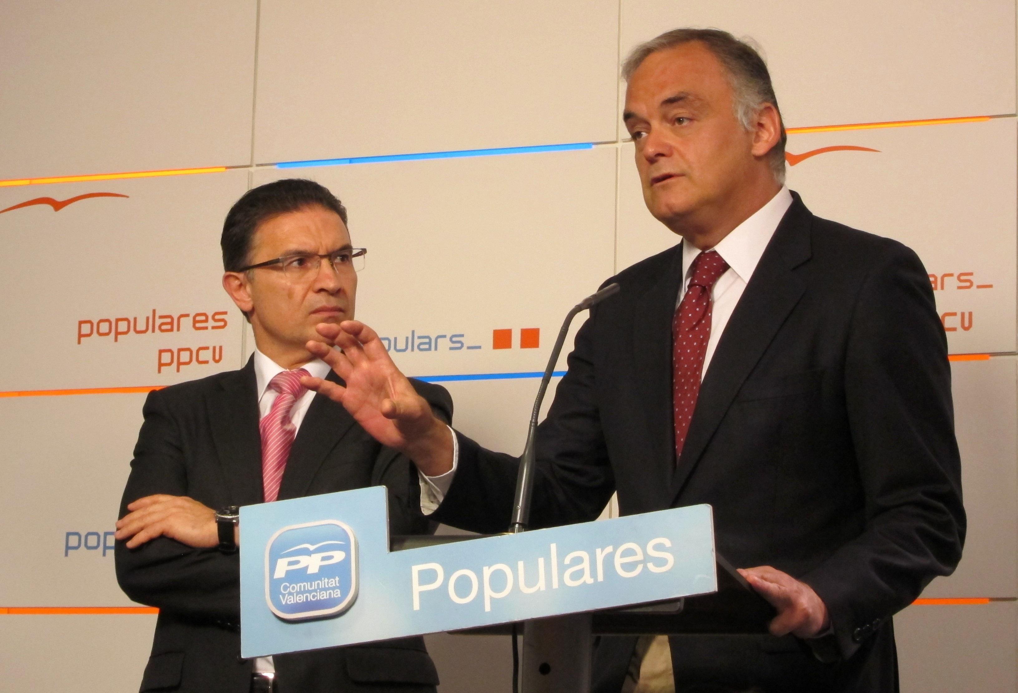 Pons dice que quienes cometan la «estupidez» de fotografiarse con gestos nazis o fascistas «no merecen pertenecer al PP»