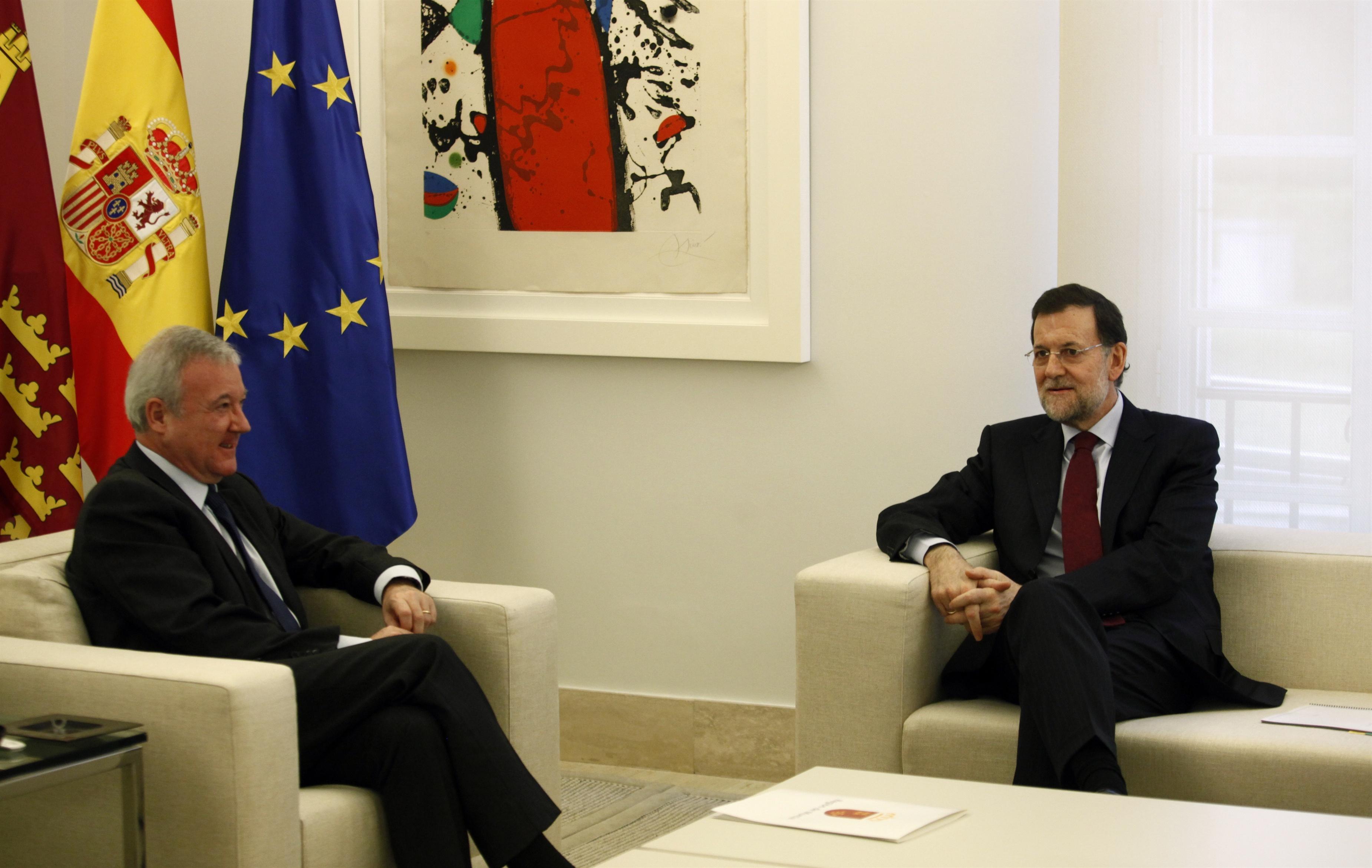 Rajoy se compromete con Valcárcel a «hacer justicia» con el nuevo modelo de financiación autonómica
