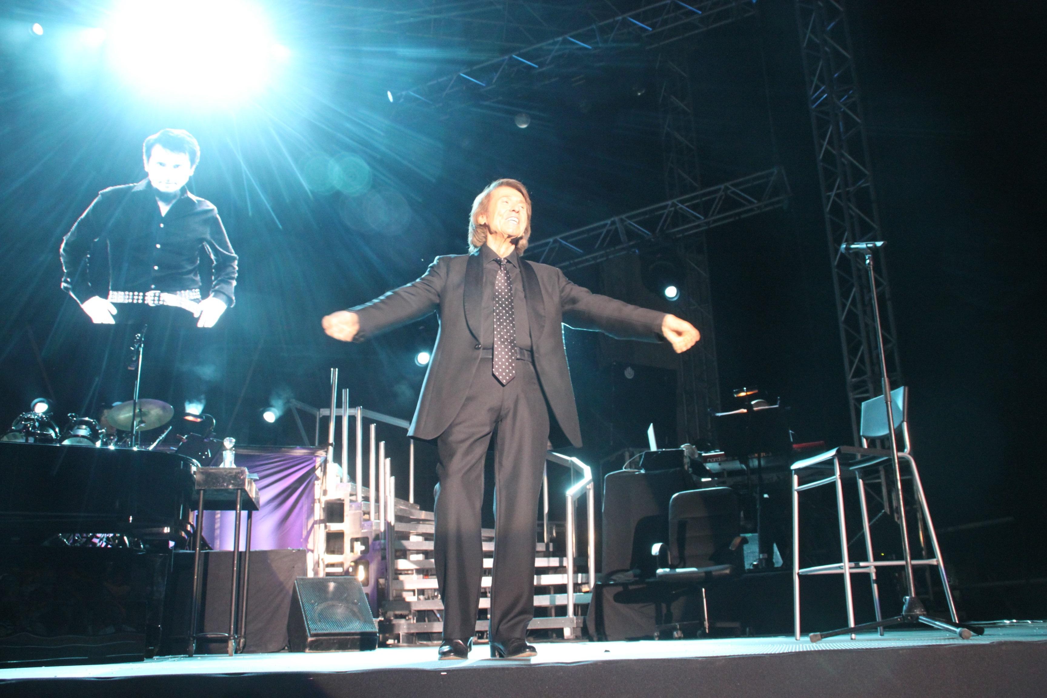 Raphael llega este jueves a Linares, su ciudad natal, con la gira »Mi gran noche»