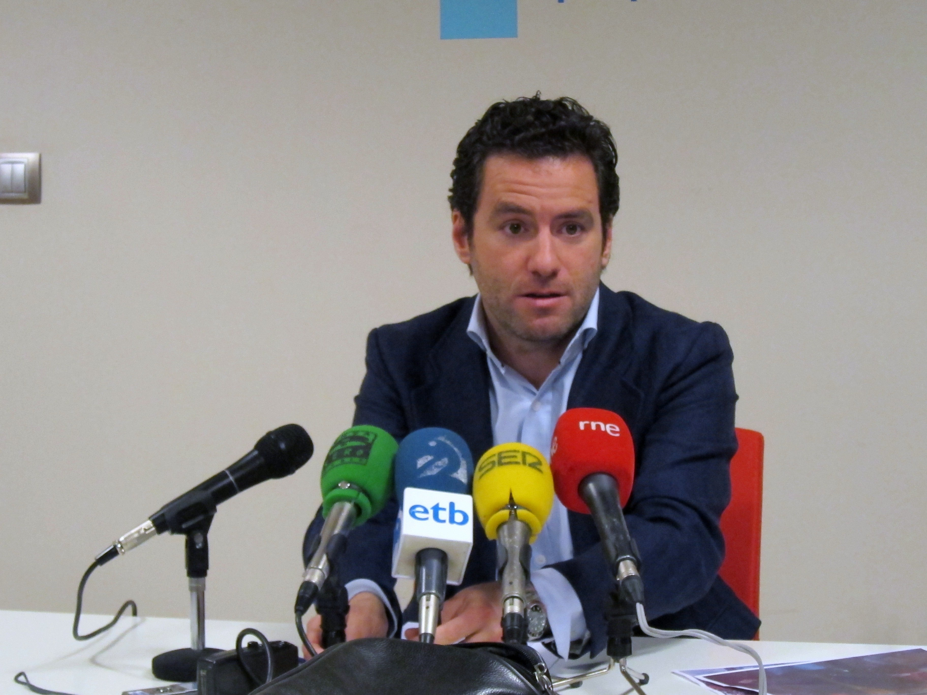 Sémper (PP) cree que, «cuanto más comparezca el PP para dar explicaciones» sobre el caso Bárcenas, «más ganará»