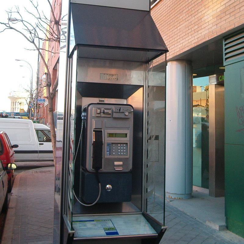 El Teléfono de Atención a la Infancia y Adolescencia en Extremadura recibe 8.254 llamadas en el primer semestre de 2013