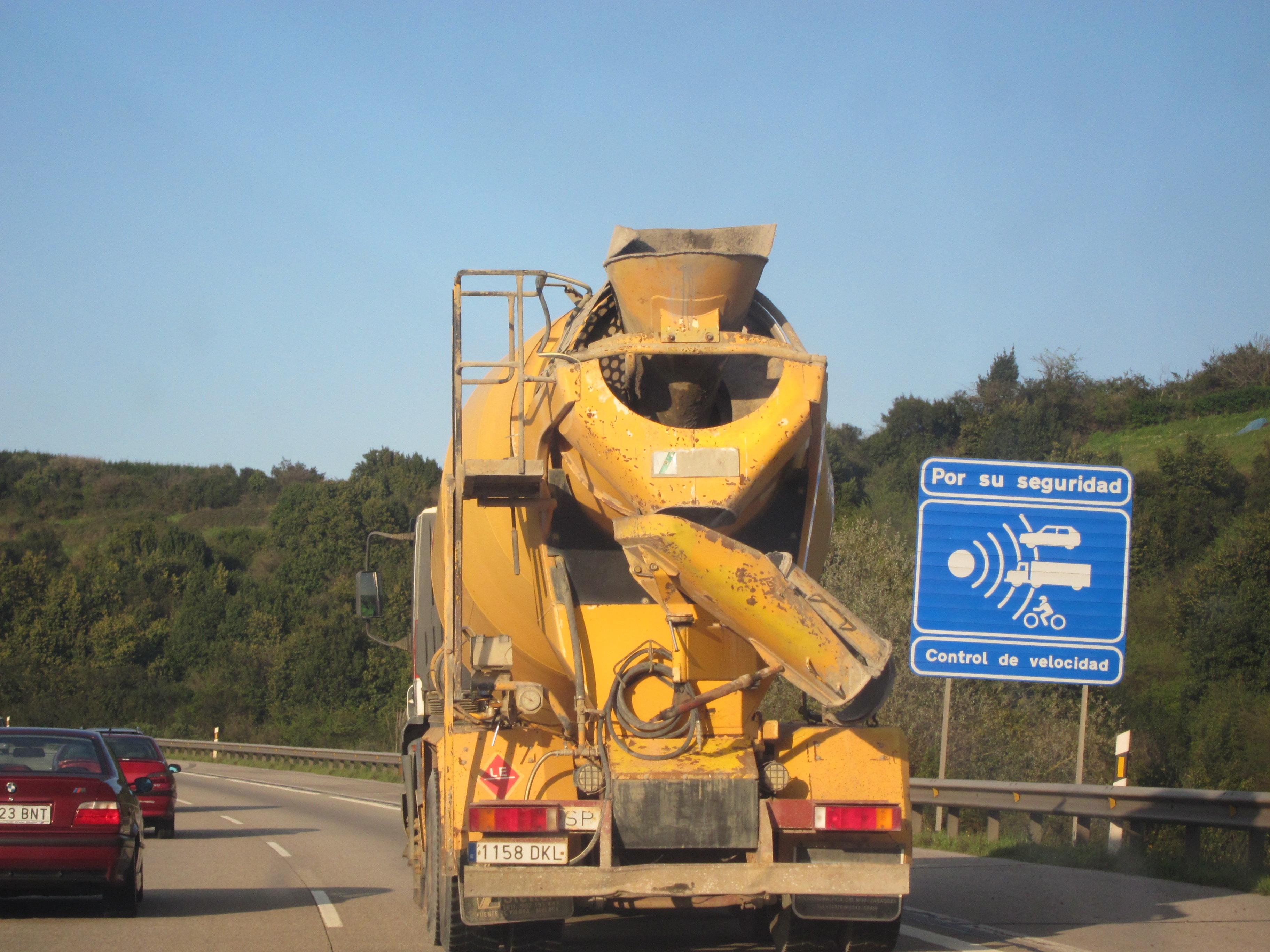 Tráfico denuncia a 642 conductores por exceso de velocidad entre el 19 al 25 de agosto en Asturias