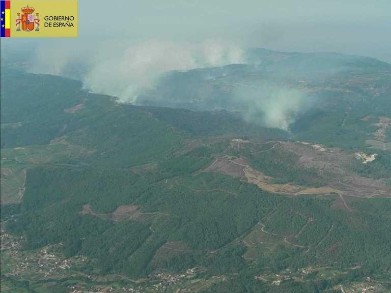 La UME retira la mitad de sus efectivos en Oia (Pontevedra) tras estabilizarse el incendio