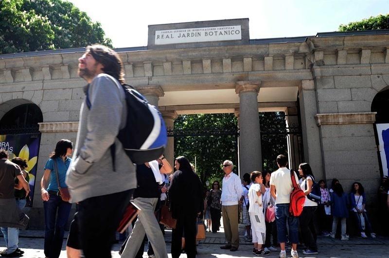 Los españoles viajan un 6,9% menos hasta julio